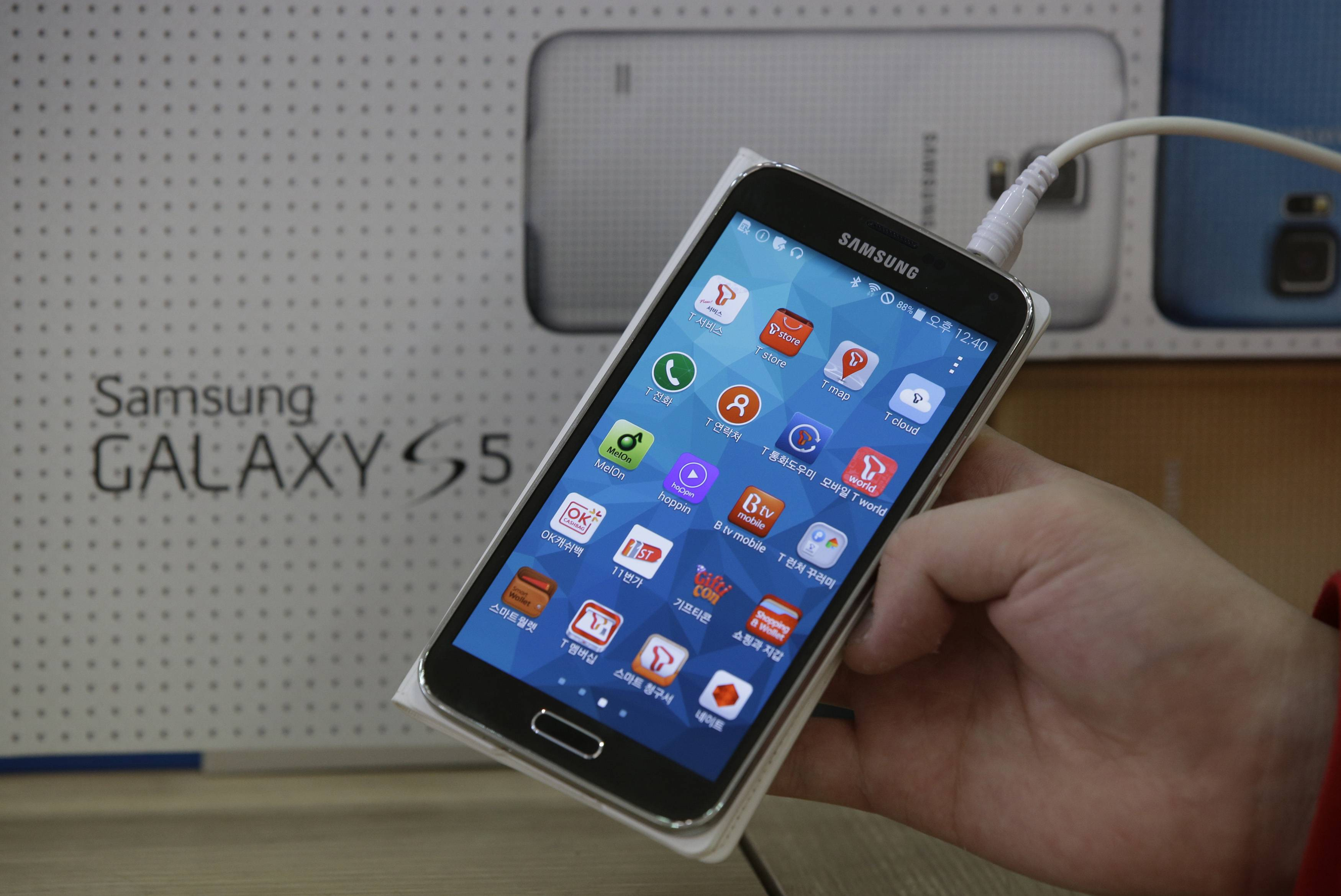 SK Telecom, South Korea's largest mobile carrier, said it will start selling the Galaxy S5 on Thursday, two weeks before the scheduled sales launch on April 11.