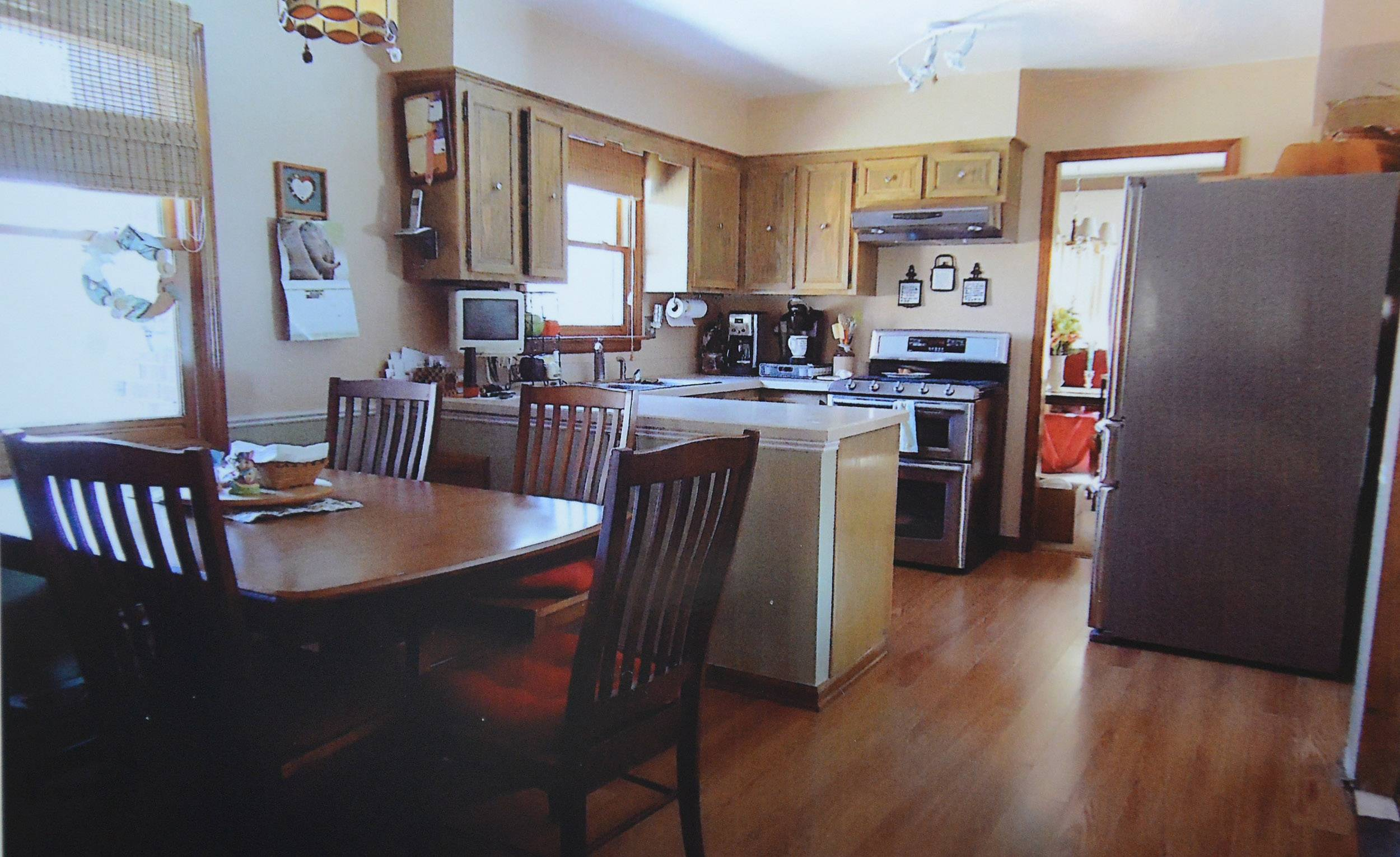 Before picture of homeowner Maureen Willenborg's kitchen in Arlington Heights.
