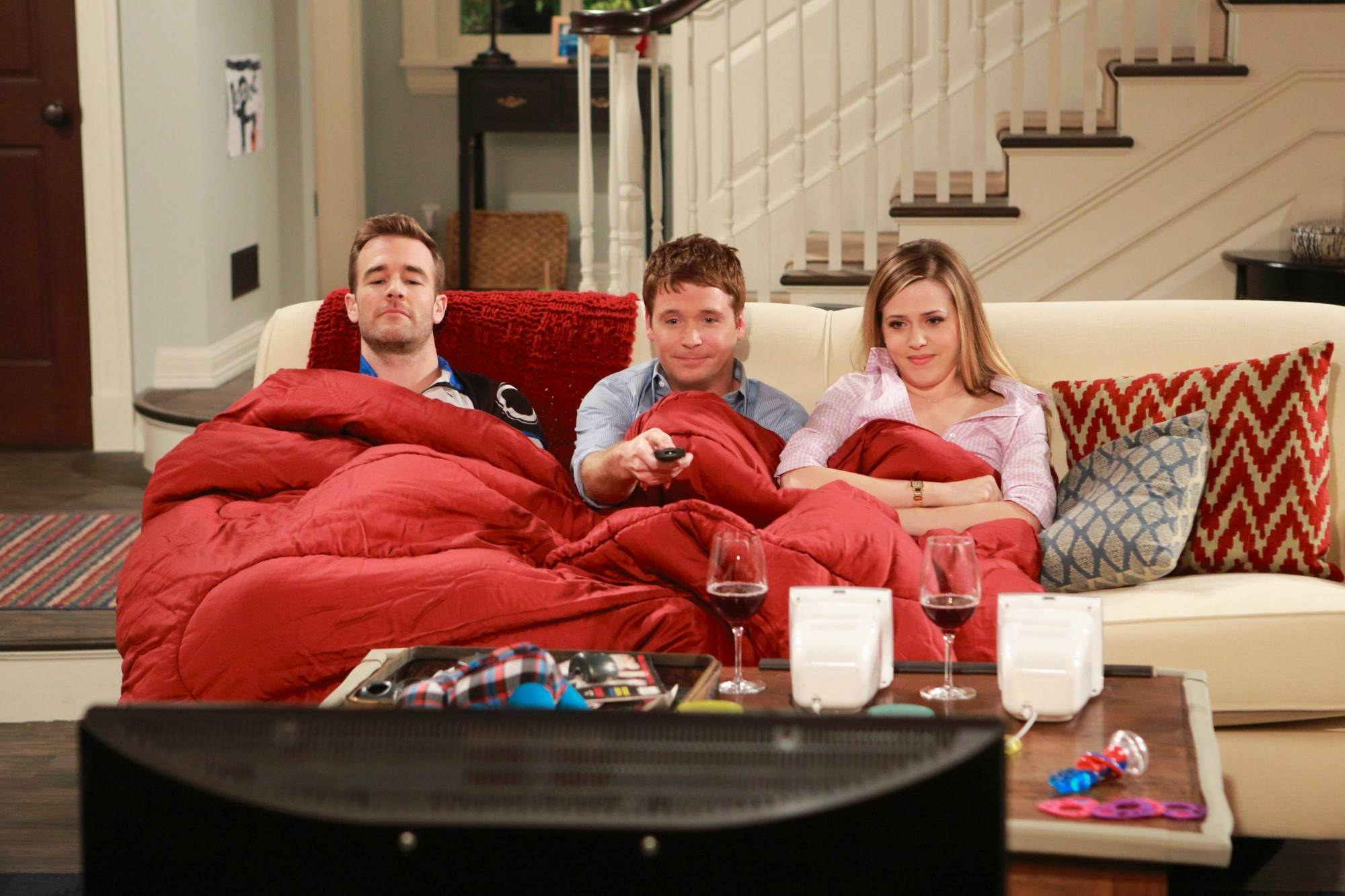 "Newly single Will (James Van Der Beek), left, gets comfy with married friends Bobby (Kevin Connolly) and Andi (Majandra Delfino) in CBS' new sitcom ""Friends With Better Lives."""
