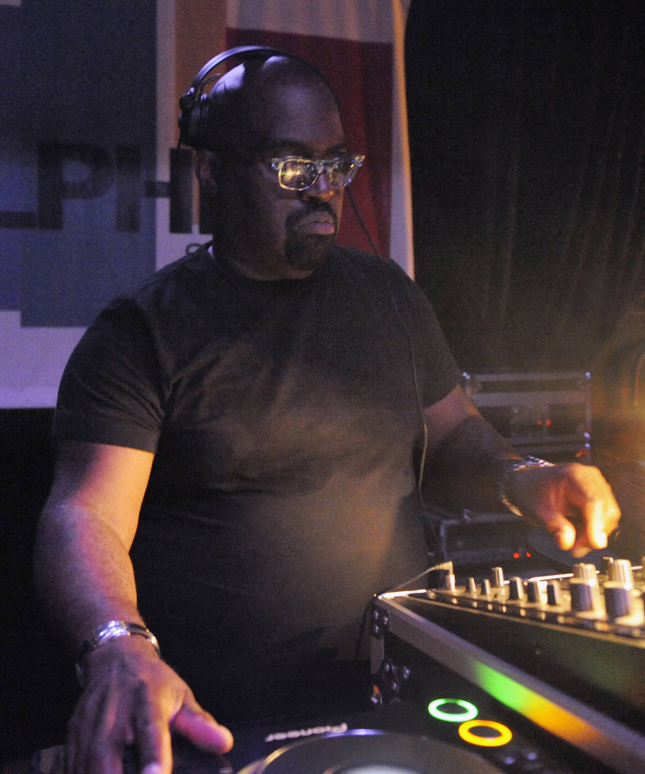 "This July 2, 2009 photo shows Chicago disc jockey Frankie Knuckles. Known as the ""Godfather of House Music, he was also a producer, having done work for artists including Michael Jackson and Diana Ross. The Cook County medical examiner said Knuckles died Monday, March 31, 2014, in Chicago. He was 59. (AP Photo/Sun-Times Media, Brian Jackson) MANDATORY CREDIT, MAGS OUT, NO SALES"