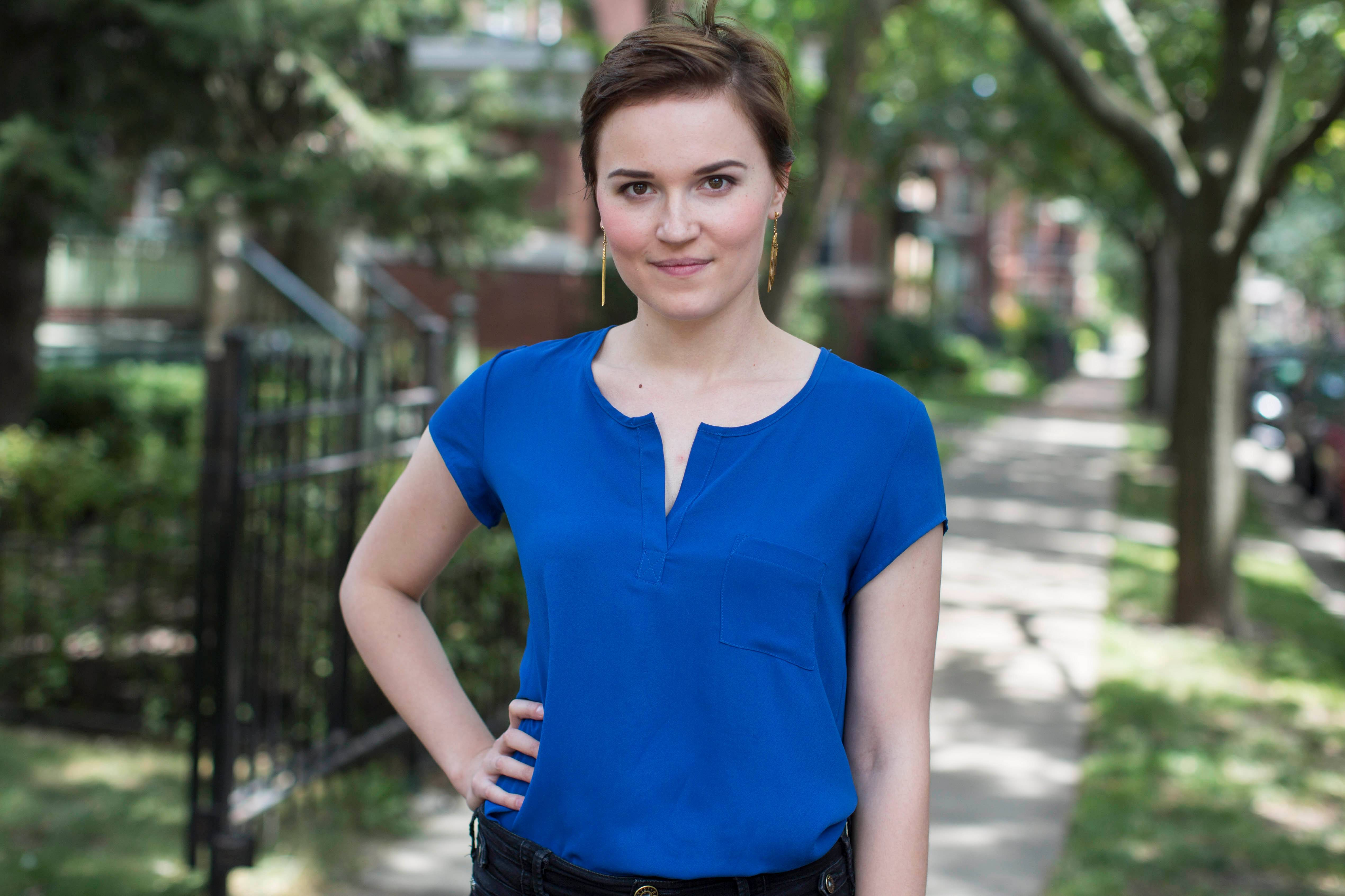 "Barrington native Veronica Roth wrote ""Divergent,"" the novel that has become a box-office hit and now is inspiring a weeklong summer camp in Naperville."