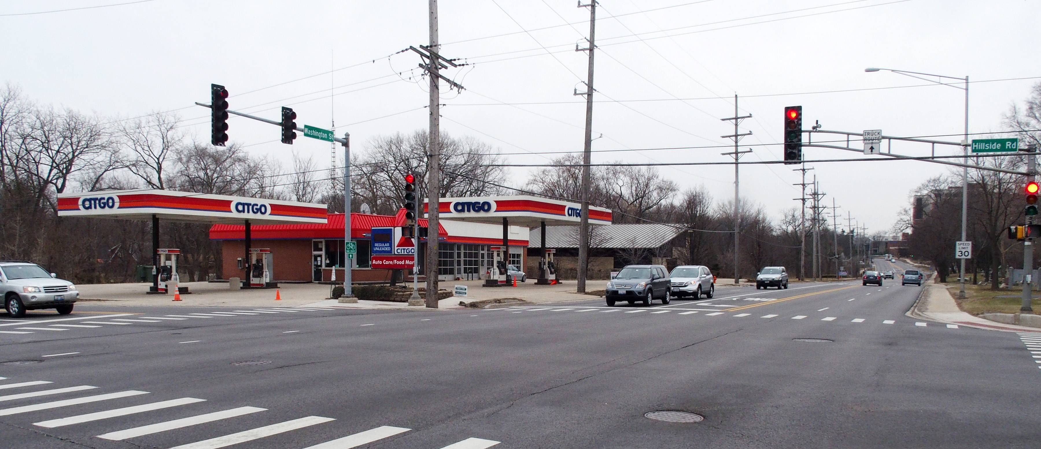Naperville's planning and zoning commission has recommended the denial of a Dunkin' Donuts to anchor a new retail building proposed to replace the Citgo station at the southeast corner of Washington Street and Hillside Road.