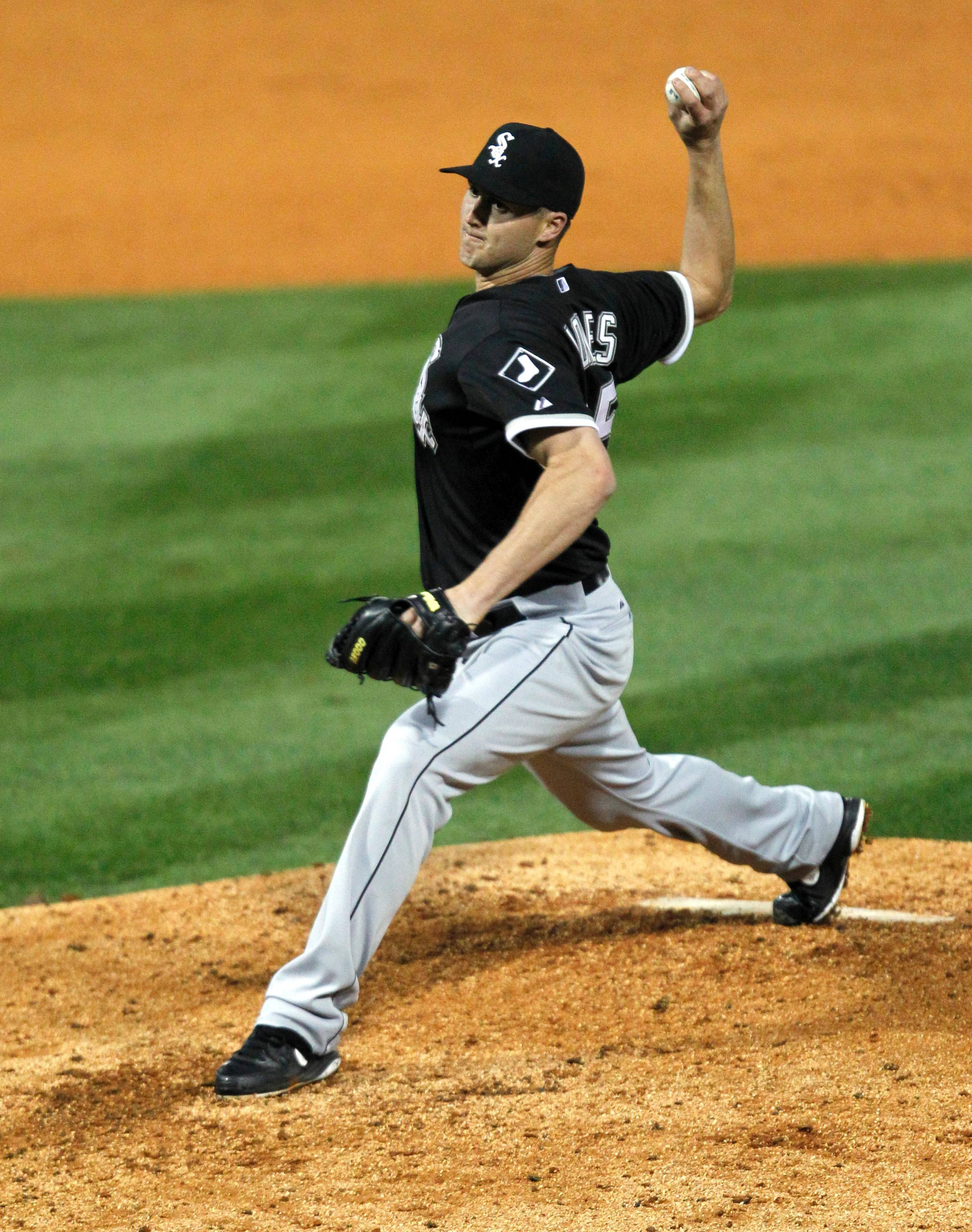 White Sox closer Nate Jones, shown here pitching an exhibition game last week in Birmingham, has a hip strain that has landed him on the 15-day disabled list.