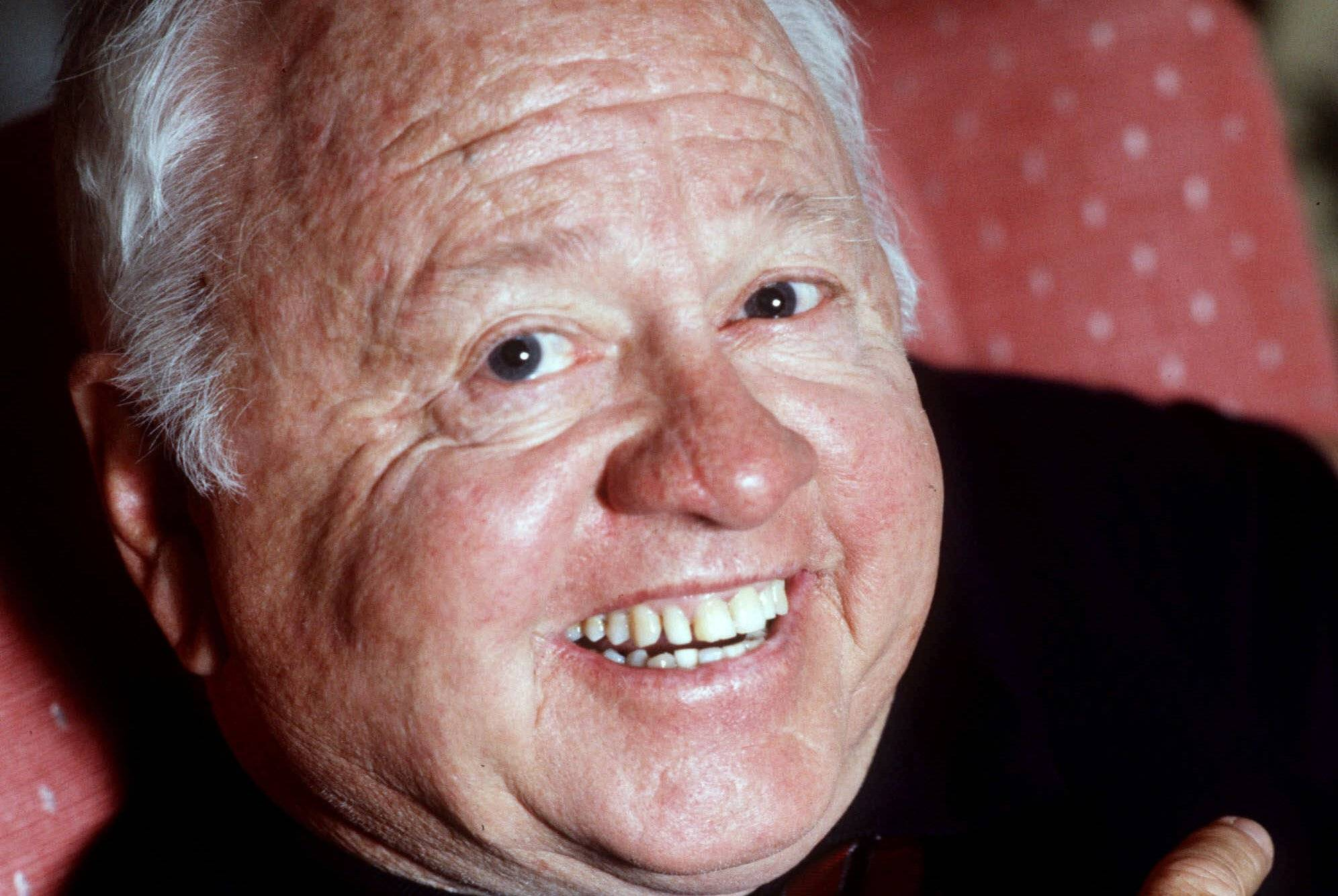 Hollywood legend Mickey Rooney dies at 93