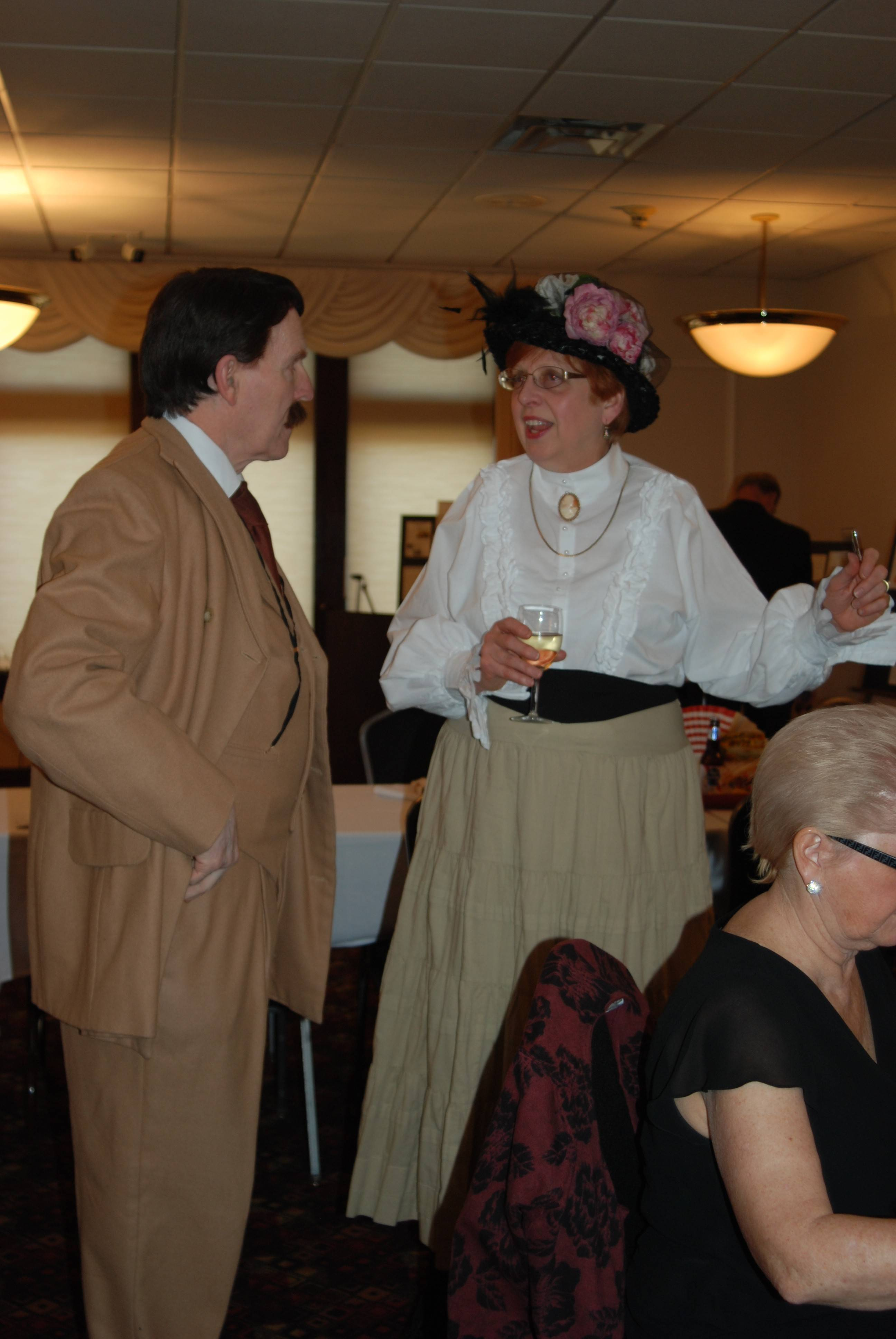 "Mount Prospect Mayor Arlene Juracek greets ""Daniel Burnham,"" played by Chicago actor Robert Lindsey at the History in the Headlines dinner, co-sponsored by the Mount Prospect Historical Society and River Trails Park District."