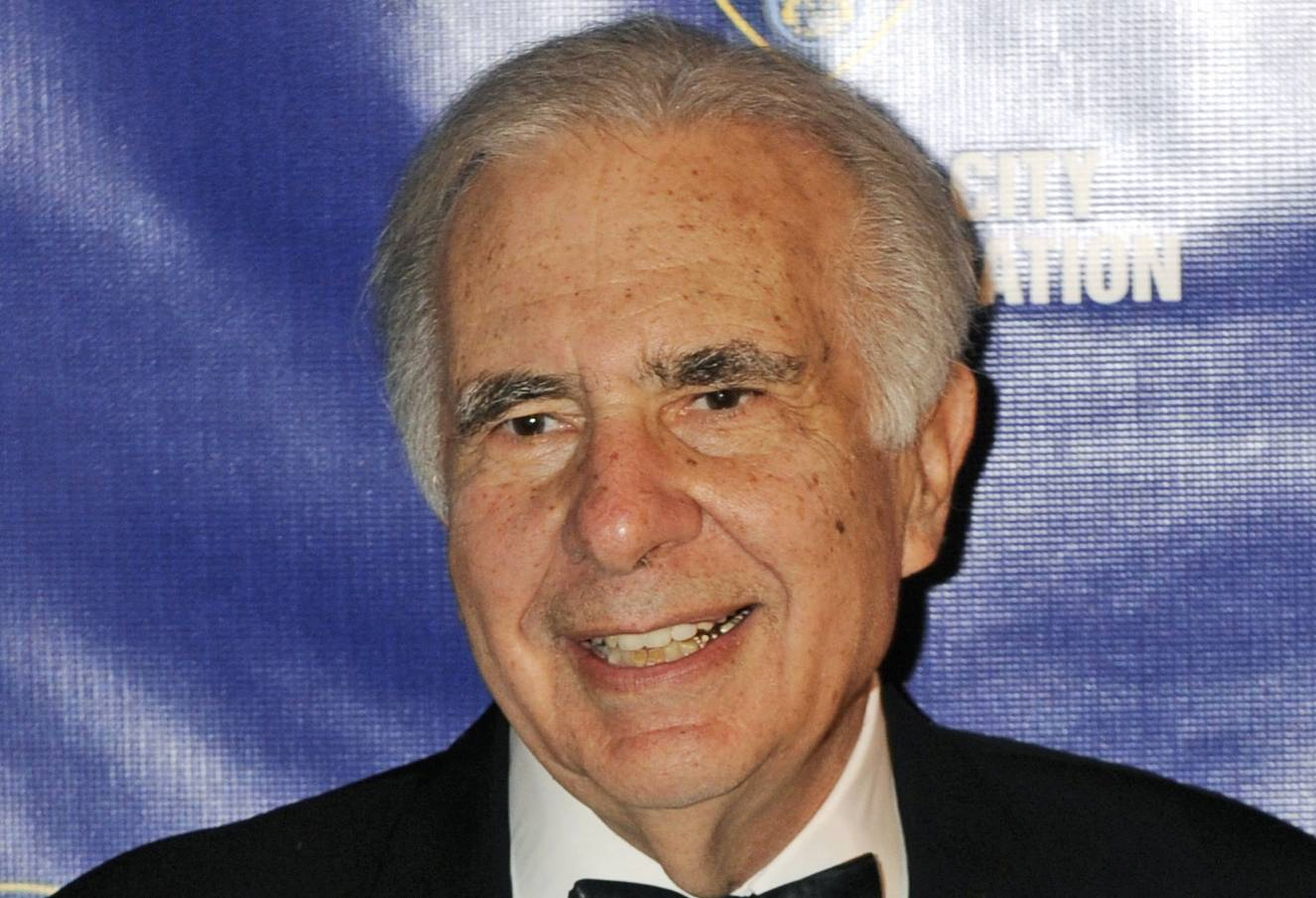 Carl Icahn poses