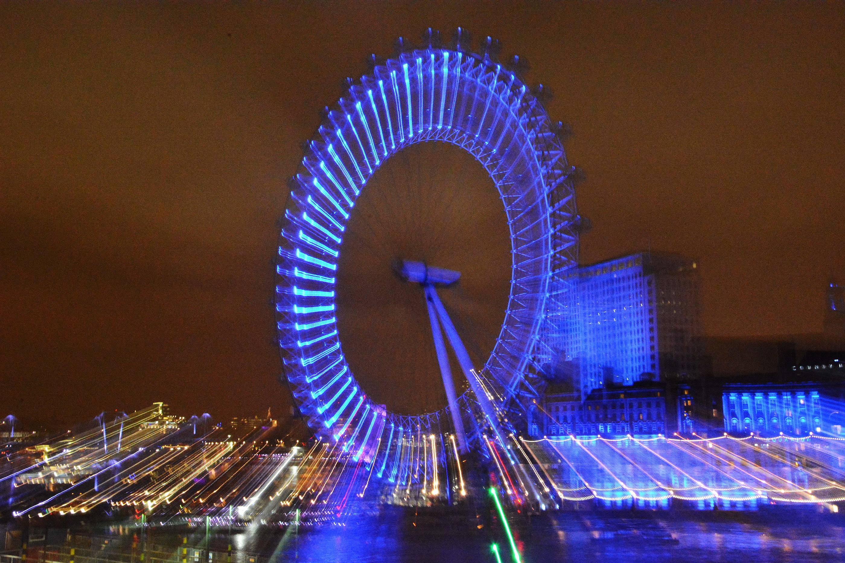 Upon a recent business trip to London, I decided to try a technique that I've been reading about recently in which you roll the lens zoom during an extended exposure. The photo of the London Eye is something totally different than you would get during the day.