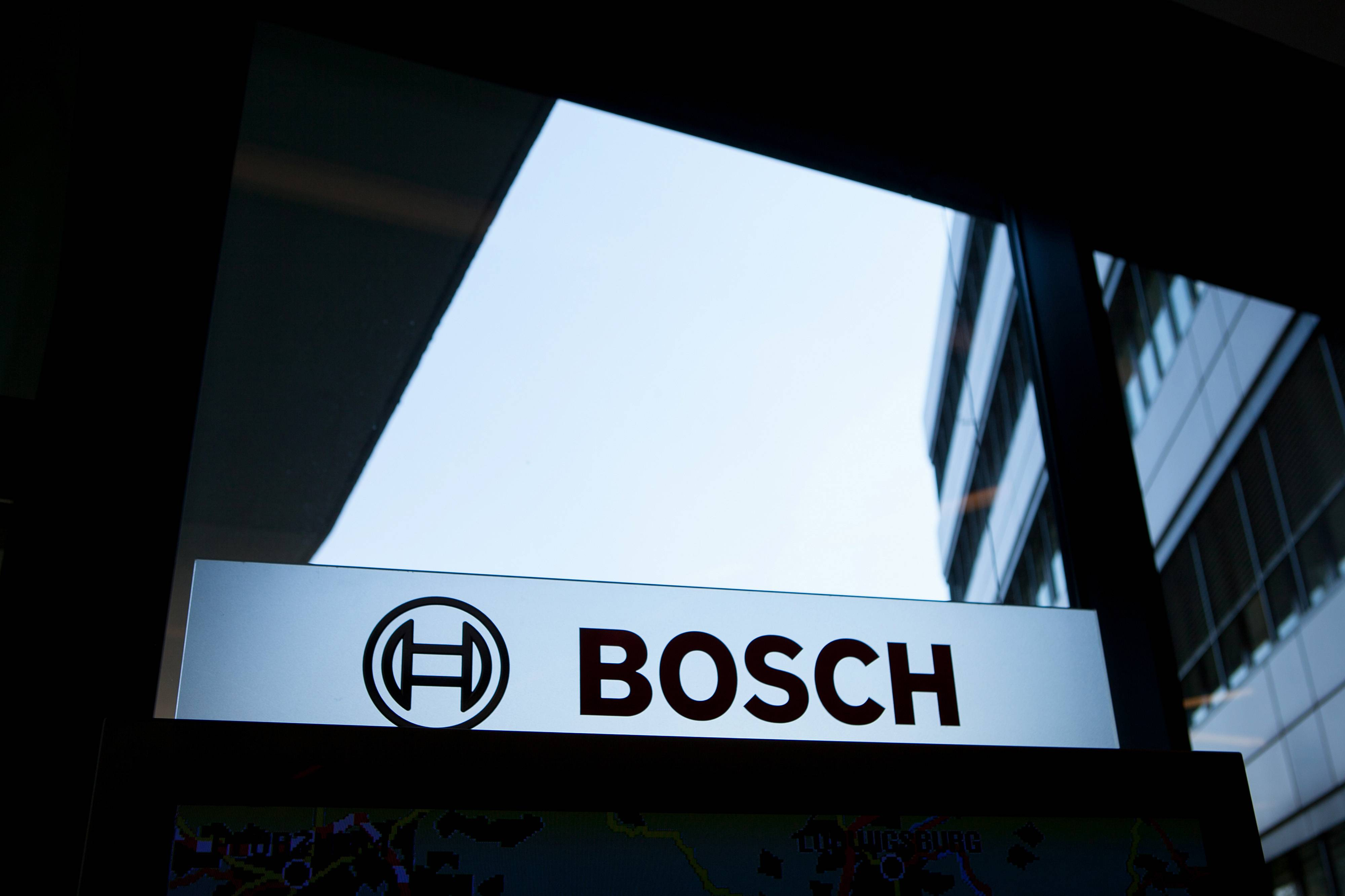 Robert Bosch GmbH, the world's largest car-parts maker and a producer of dishwashers and medical-device components, is plotting inroads into the world of Google Inc. with possible acquisitions.