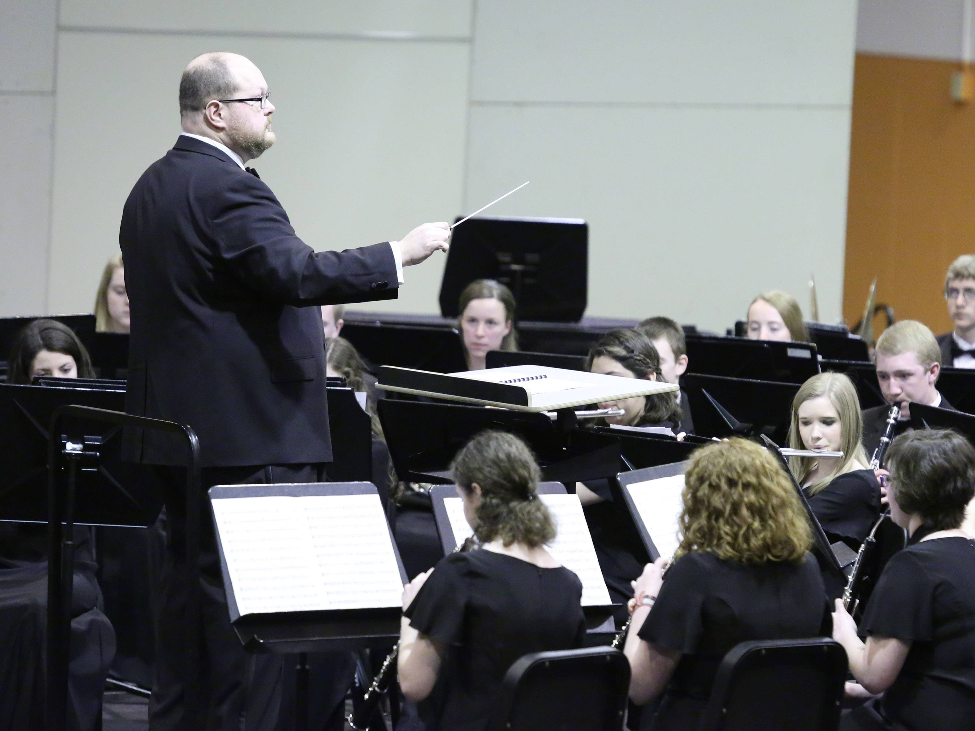 Jerry Shelato leads Mundelein High School's wind ensemble.