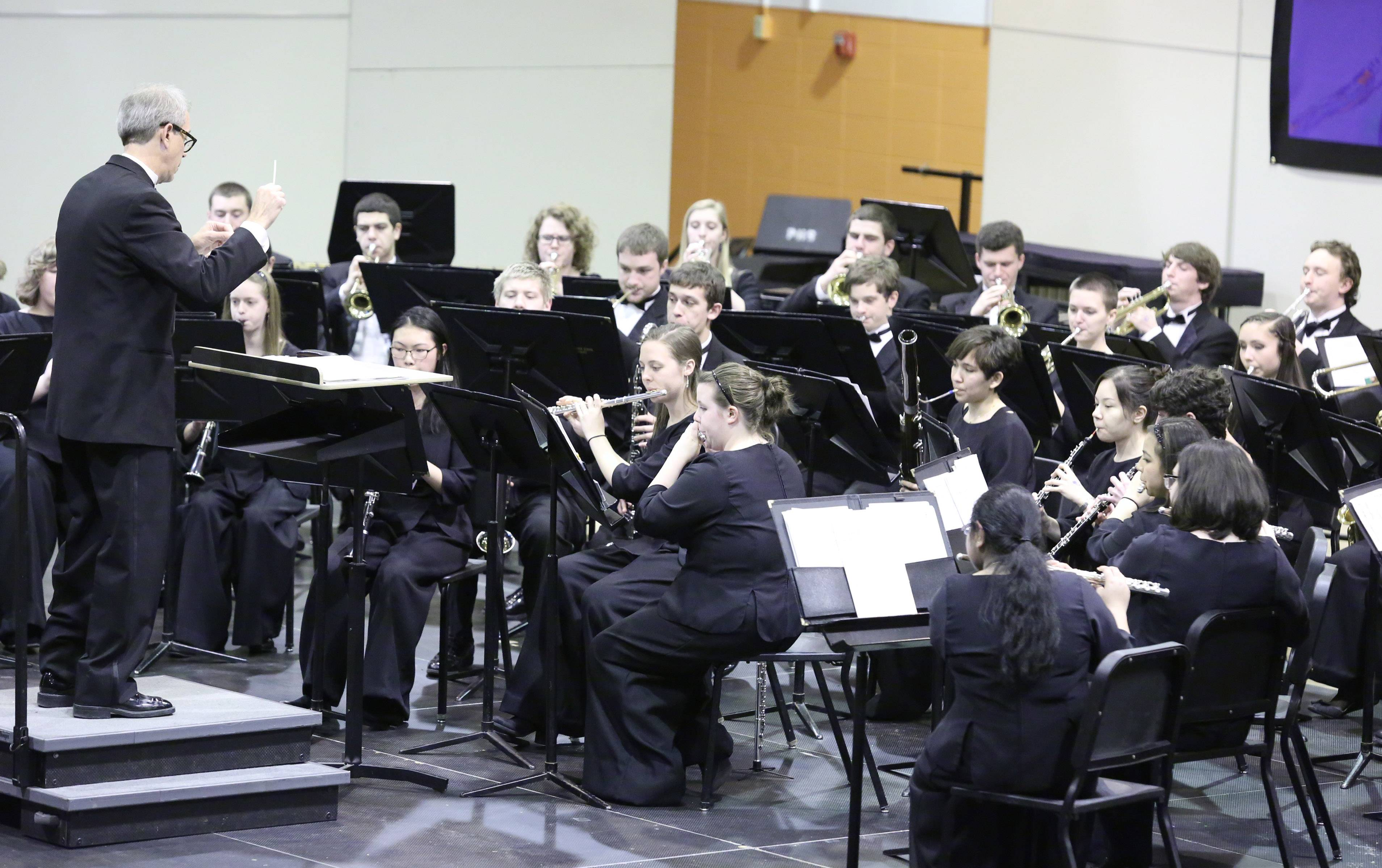 The Schaumburg High School Wind Ensemble performs Saturday.