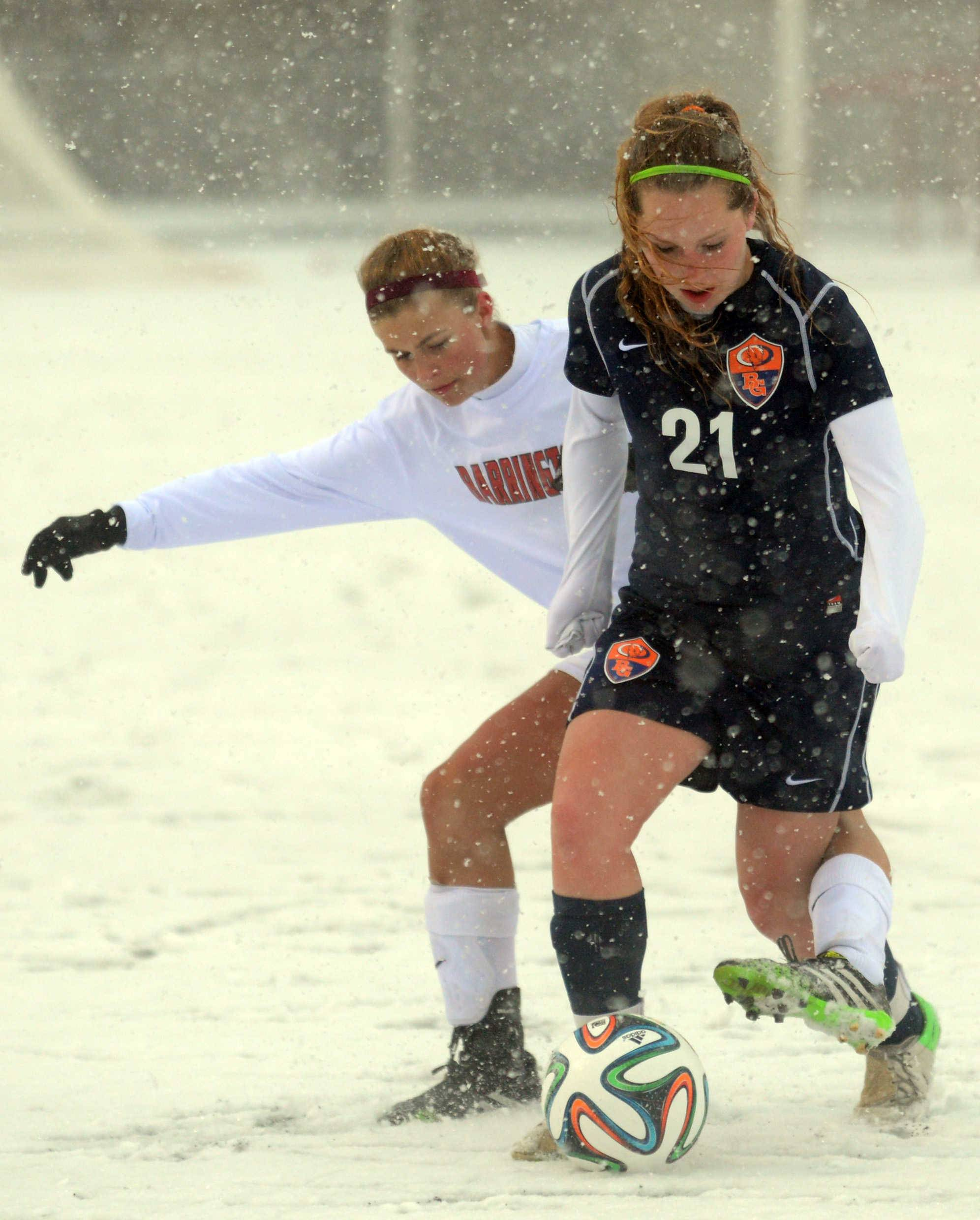 Barrington's Jackie Batliner, left, tussles with Buffalo Grove's Sabrina Guercio for possession Monday at Barrington.