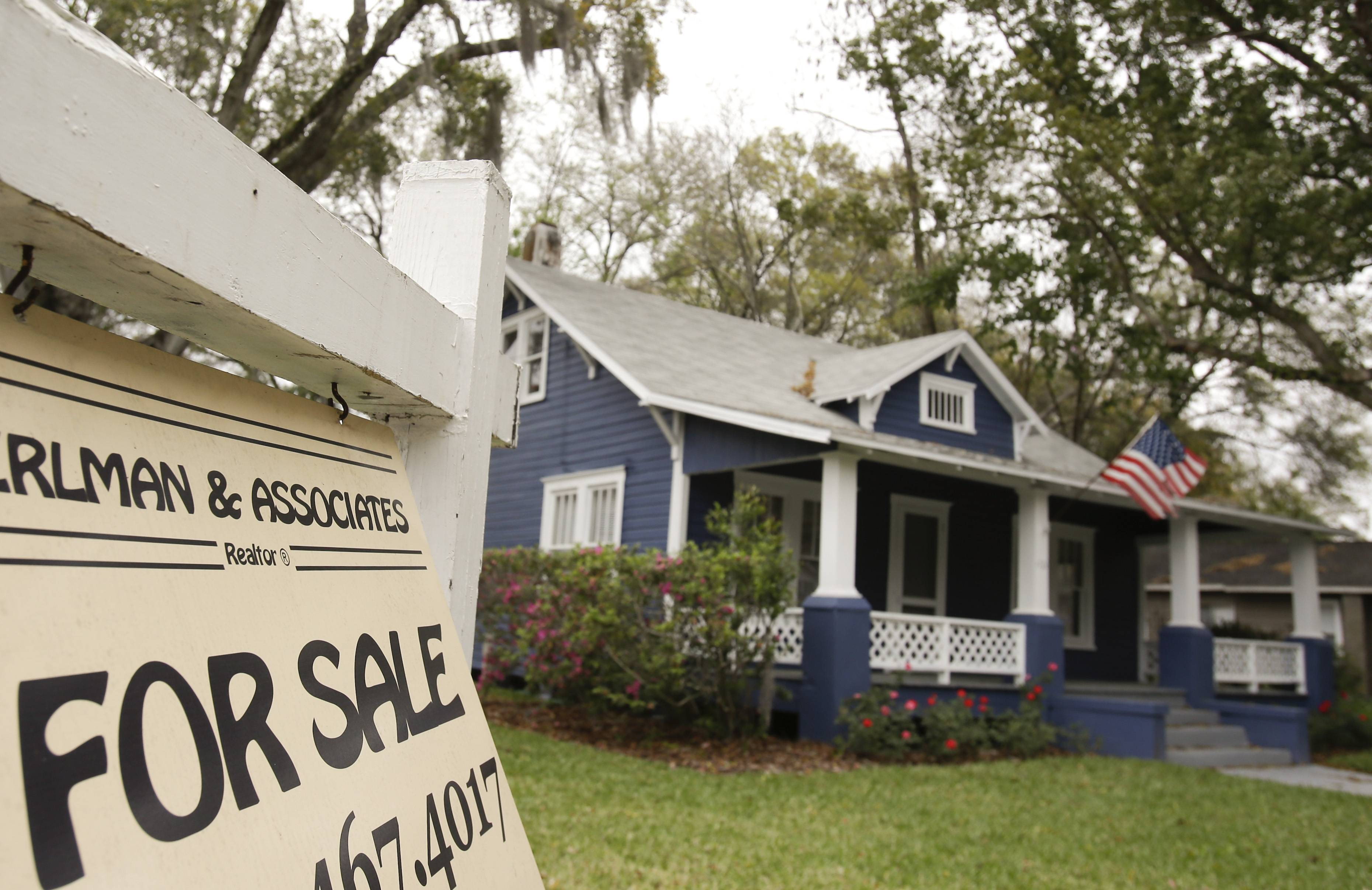 Average U.S. rates on fixed mortgages fell this week for the second straight week as the spring home-buying season begins.