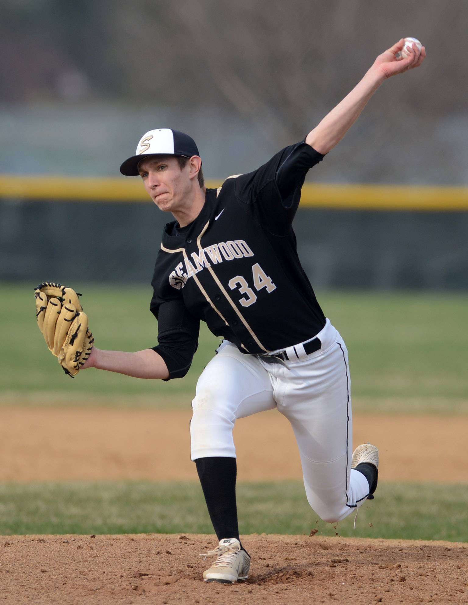 Streamwood's Kevin Sojda delivers a pitch during Thursday's game in Bartlett.
