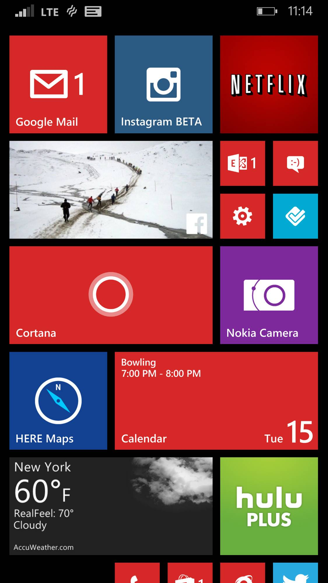 This screen shot shows the home screen of a phone running the Windows Phone 8.1 operating system.