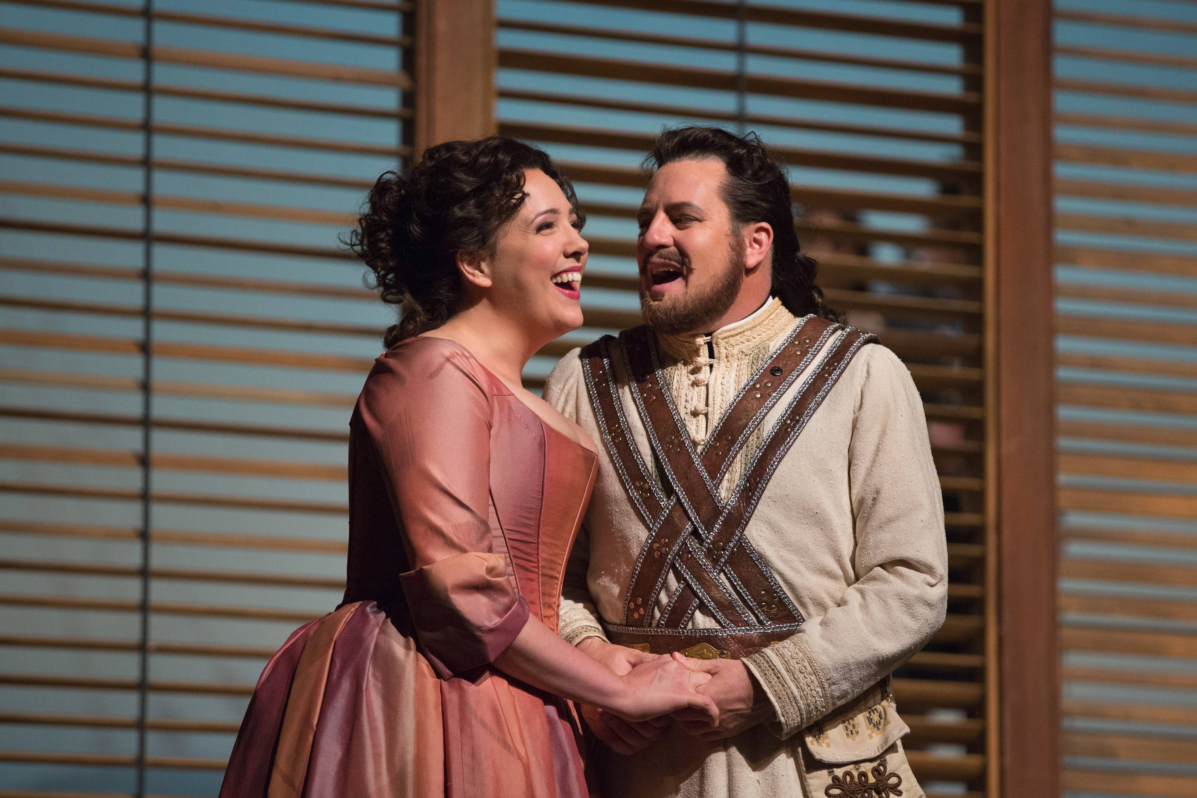 "Susanna Phillips and Wilmette native Mathew Polenzani co-star in a Metropolitan Opera Live in HD simulcast of Mozart's unsettling comedy ""Così fan tutte."""