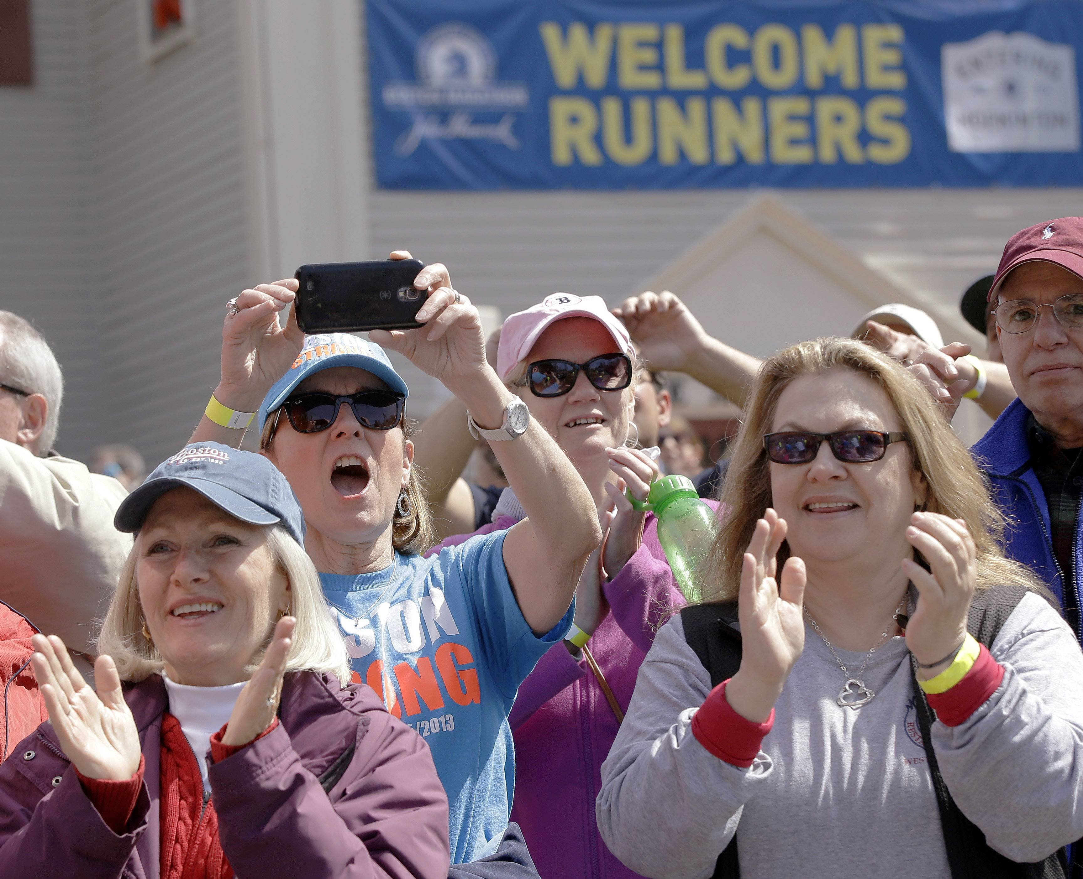 Spectators cheer as the fourth wave of runners started the 118th Boston Marathon, Monday, April 21, 2014, in Hopkinton, Mass.