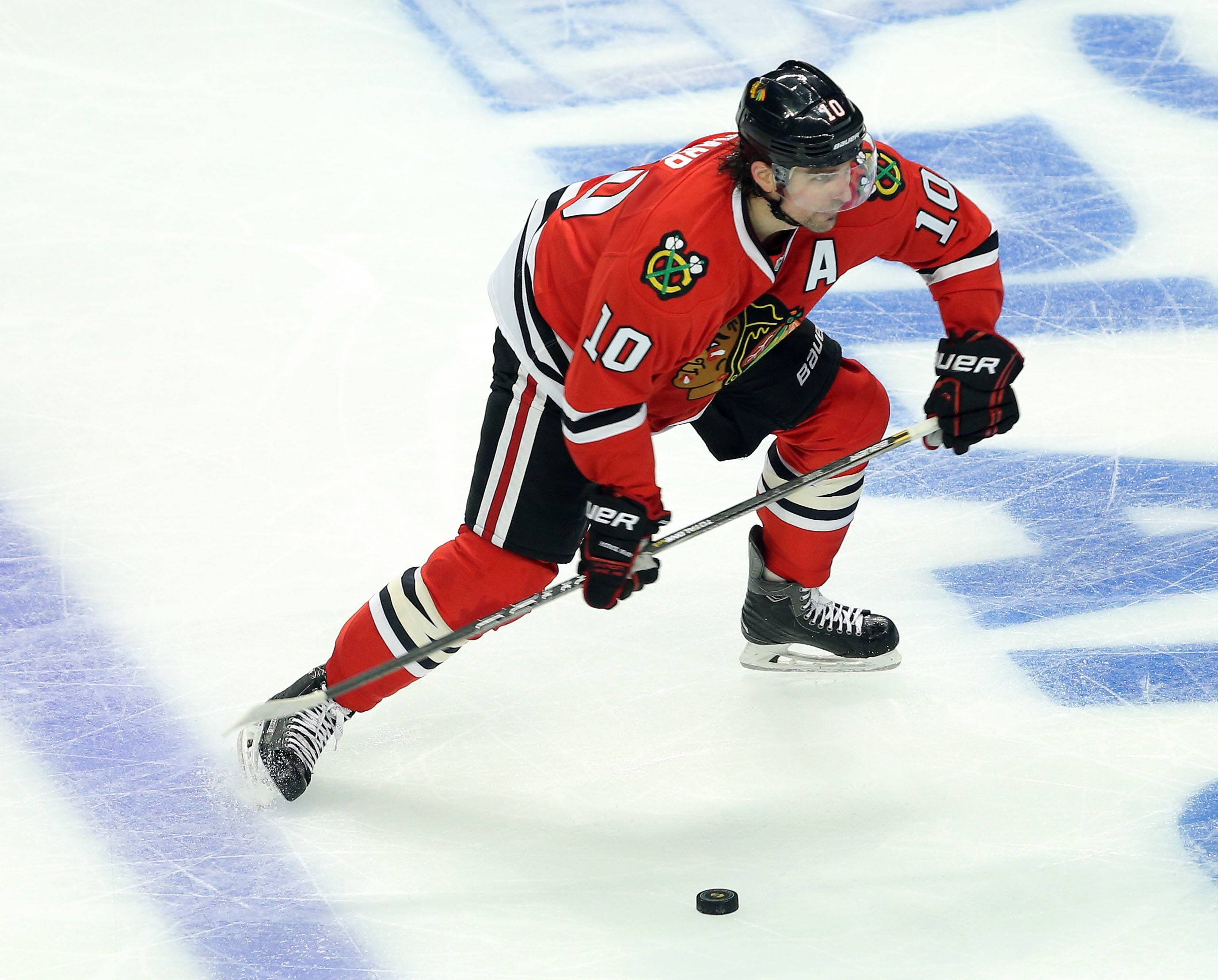 Chicago Blackhawks left wing Patrick Sharp  shoots.