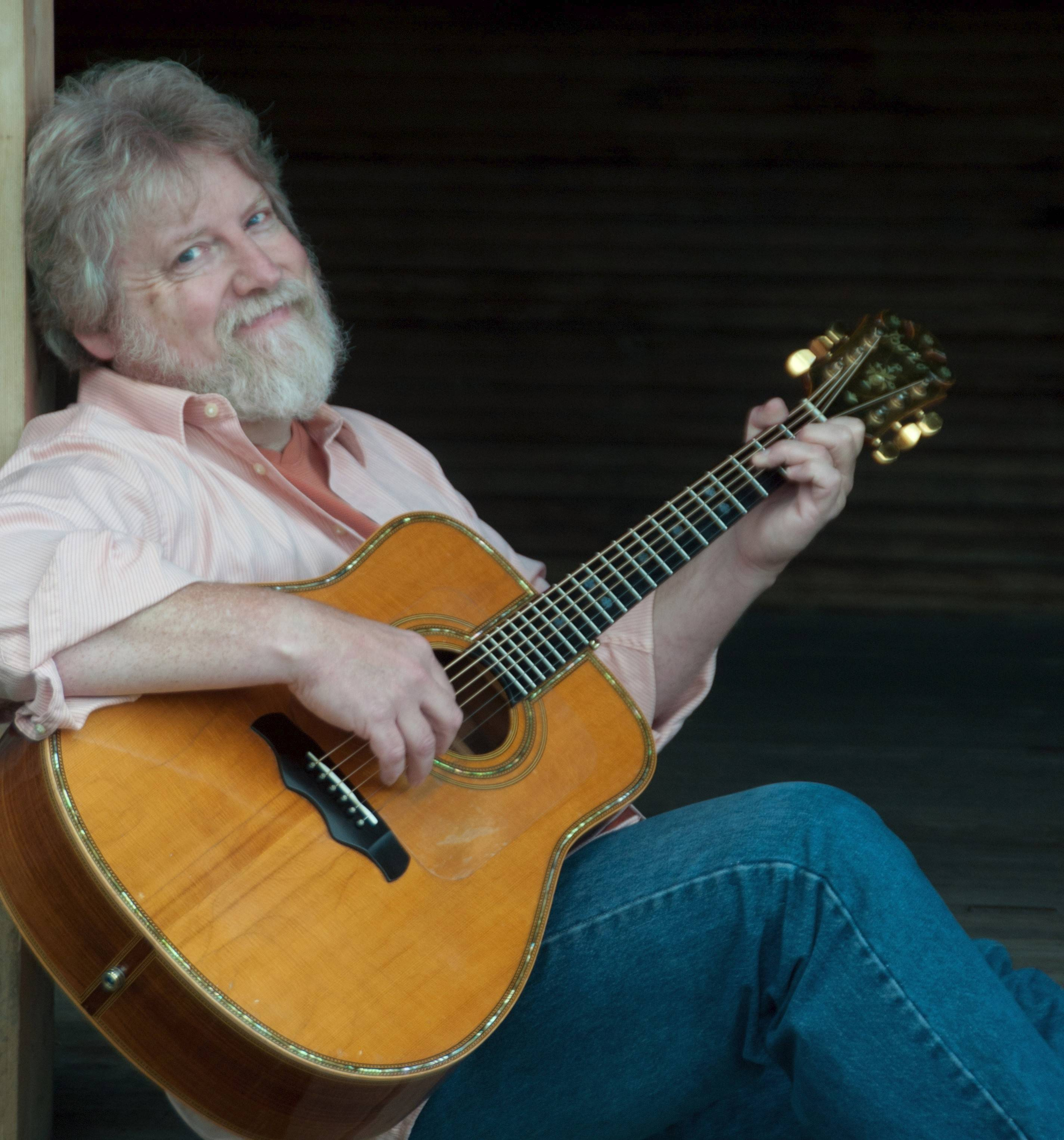 "Singer and songwriter Lee Murdock will perform ""Songs of the Great Lakes Region"" April 27."
