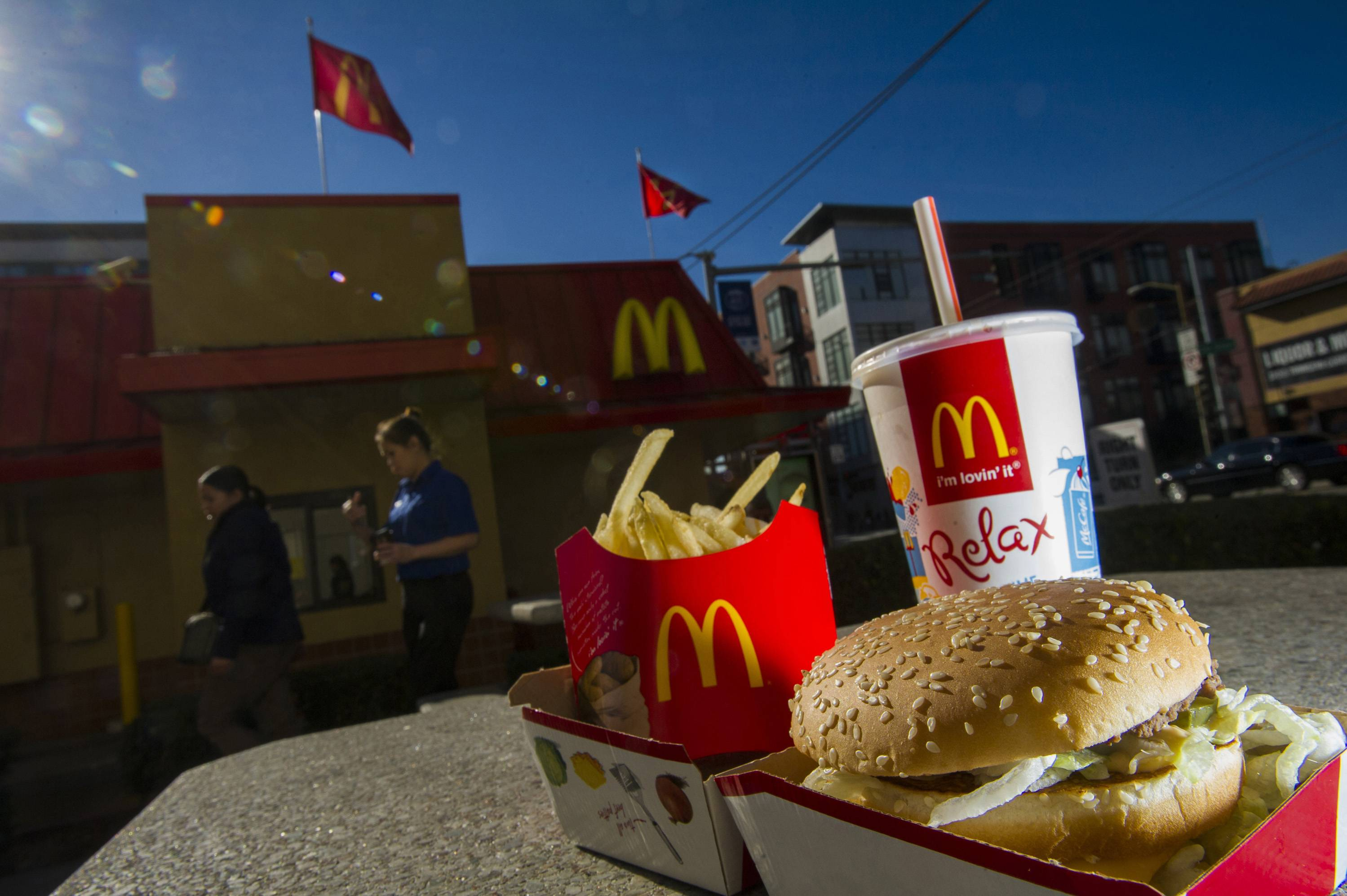 McDonald's Corp., the world's largest restaurant chain, posted fourth-quarter profit that was little changed from a year earlier as U.S. same-store sales fell amid shaky consumer confidence and increased competition.