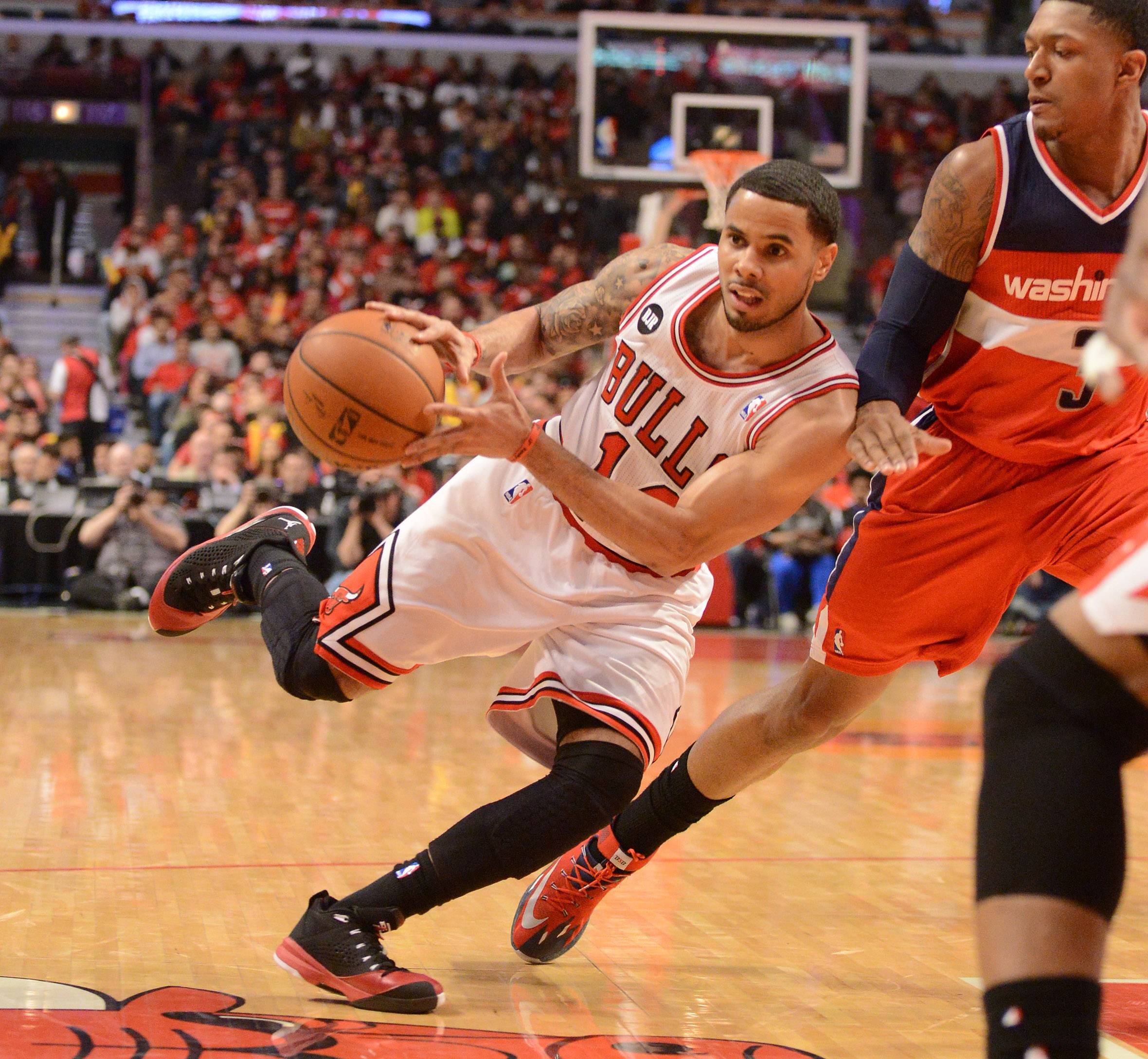 Chicago Bulls guard D.J. Augustin (14) looks to dish the ball off.