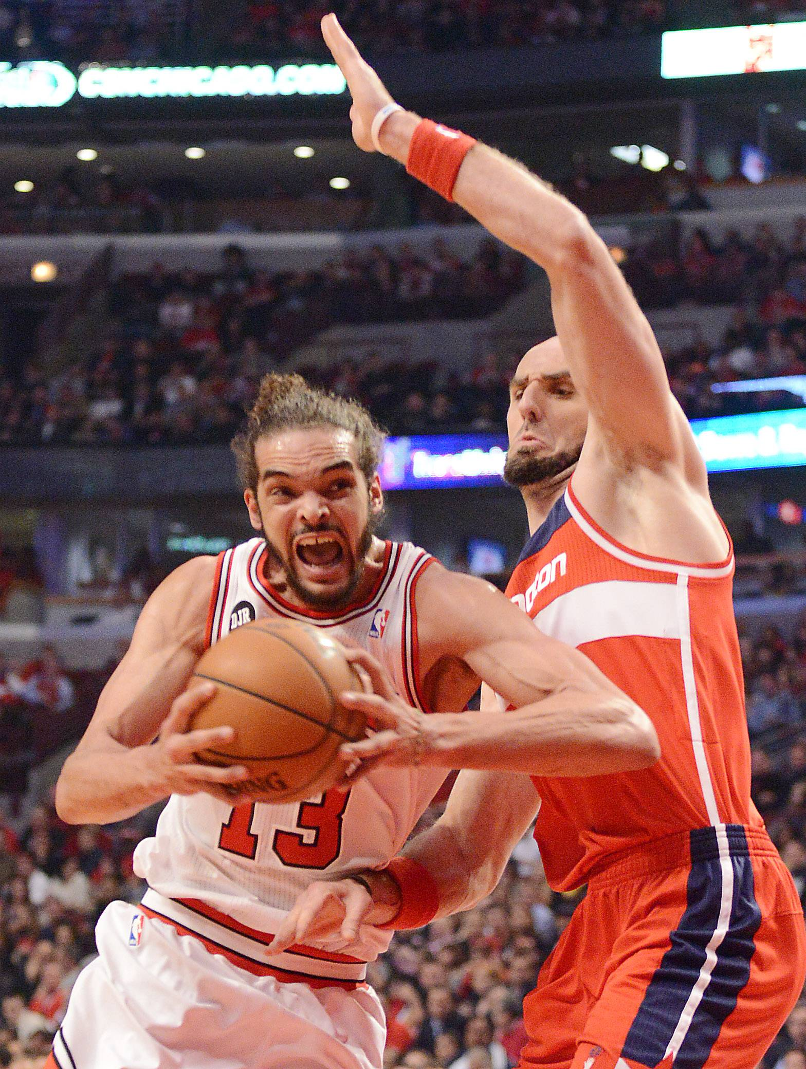 Chicago Bulls center Joakim Noah (13) drives past Washington Wizards center Marcin Gortat (4) and scores.