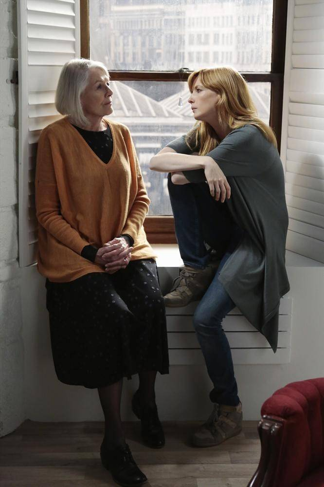 "Dr. Catherine Black (Kelly Reilly, right) talks with her psychiatrist Dr. Helen Hartramph (Vanessa Redgrave) in ABC's new drama ""Black Box."""