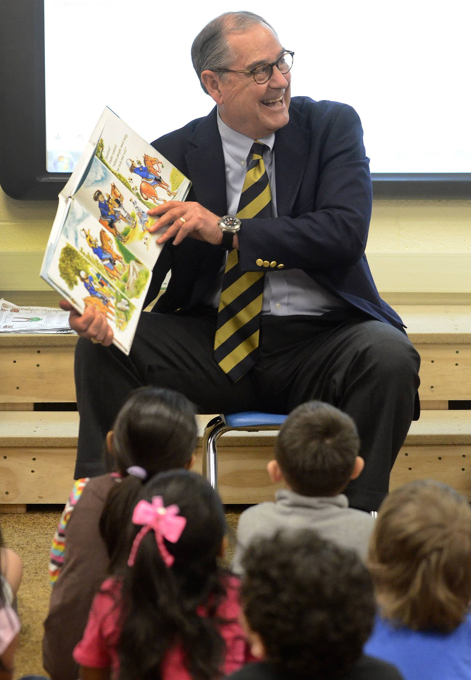 Lt. Gen. Randall Rigby, U.S. Army (Retired), of Barrington, reads a story to a preschool class at Blackwell School in Schaumburg.