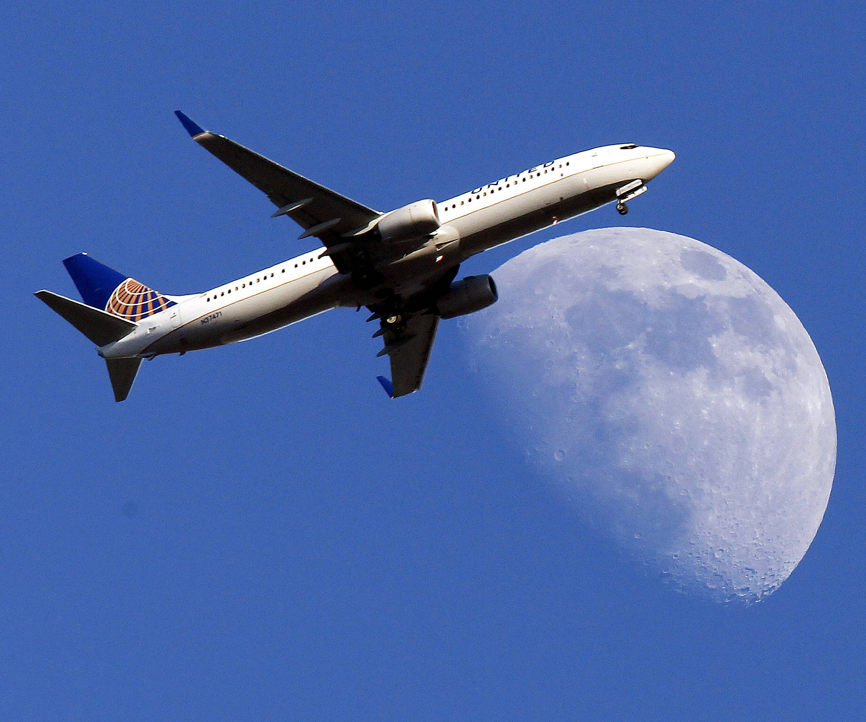 A United Airlines jet plane landing at Los Angeles International Airport. United lost $609 million during the first three months of this year.