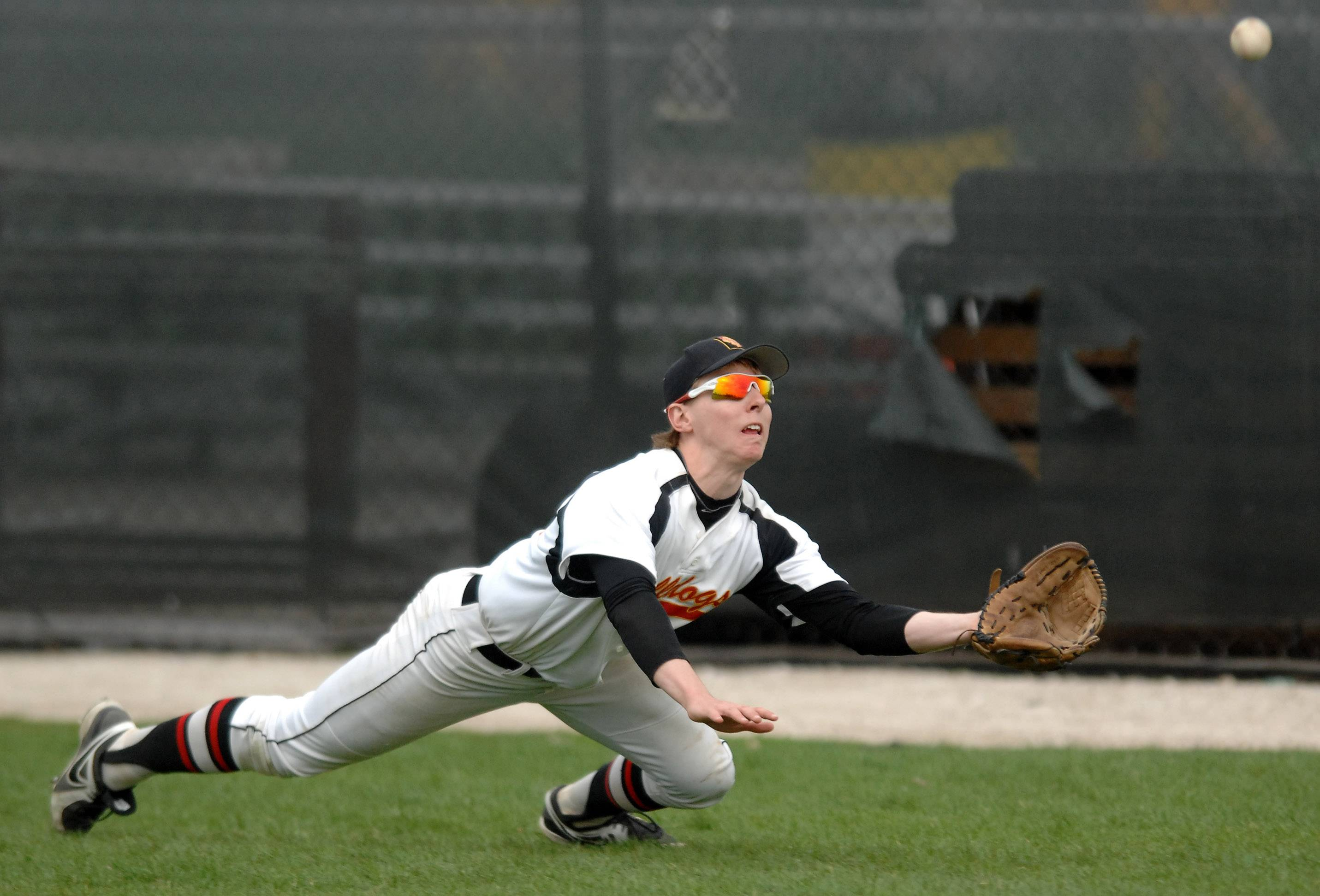 Batavia's Steven Busby (25)  lays out but can't quite make a catch in right field during Thursday's game in Batavia.