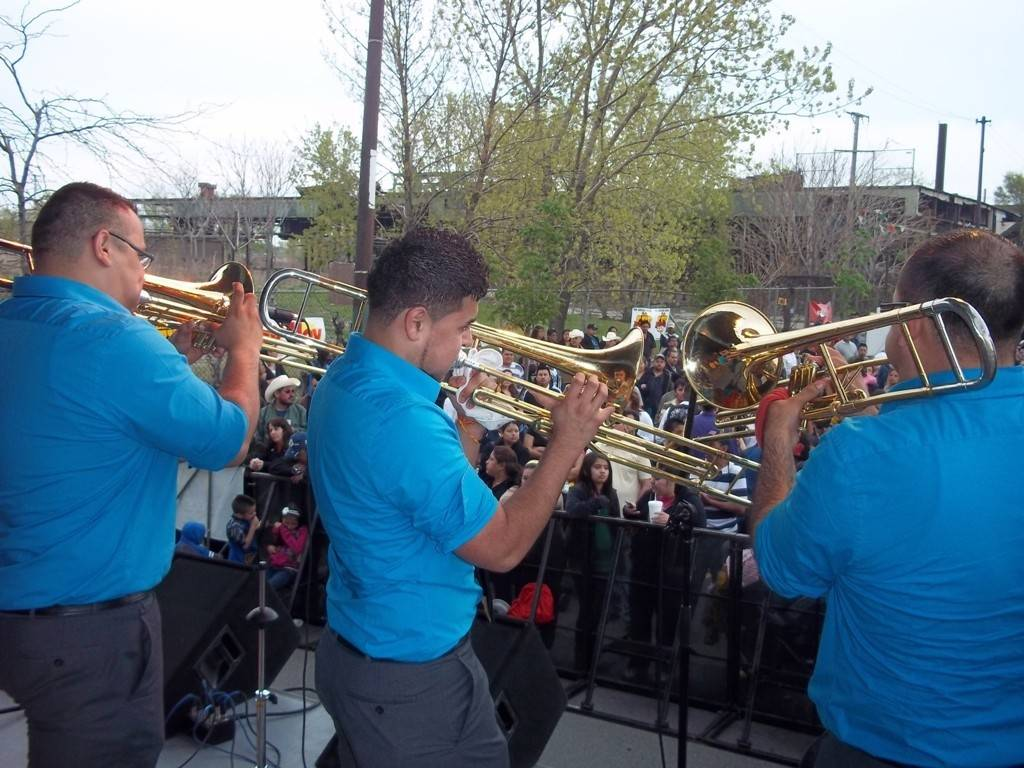 "Say ""Si"" to a grande Cinco de Mayo festival held in Chicago's Little Village neighborhood, May 2-4."