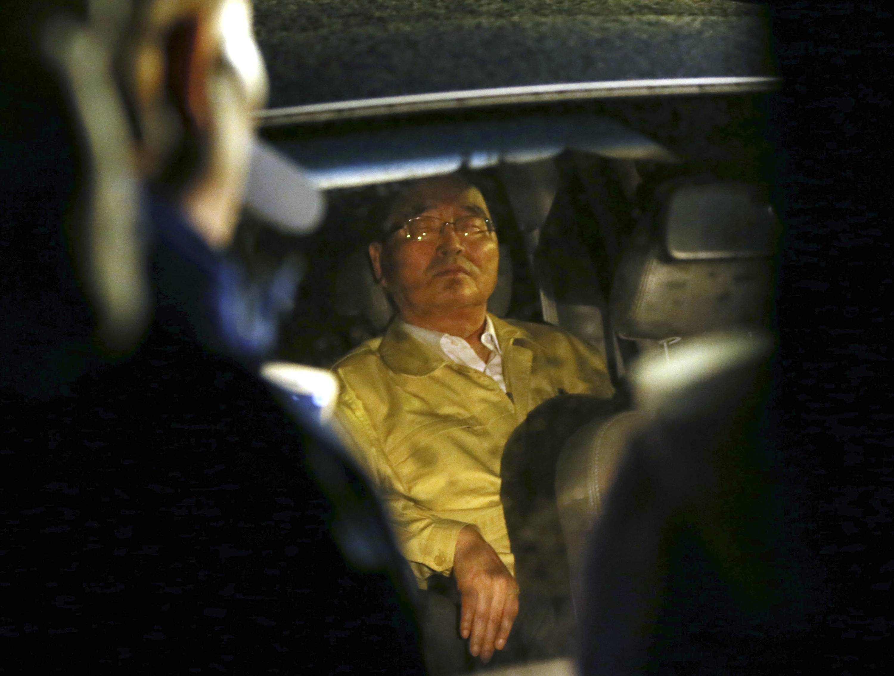 South Korea's Prime Minister Jung Hong-won sits in a car blocked by relatives of a missing passengers aboard the Sewol ferry that sank in the water off the southern coast, during a protest to demand a meeting with President Park Geun-hye, in Jindo, South Korea, April 20.