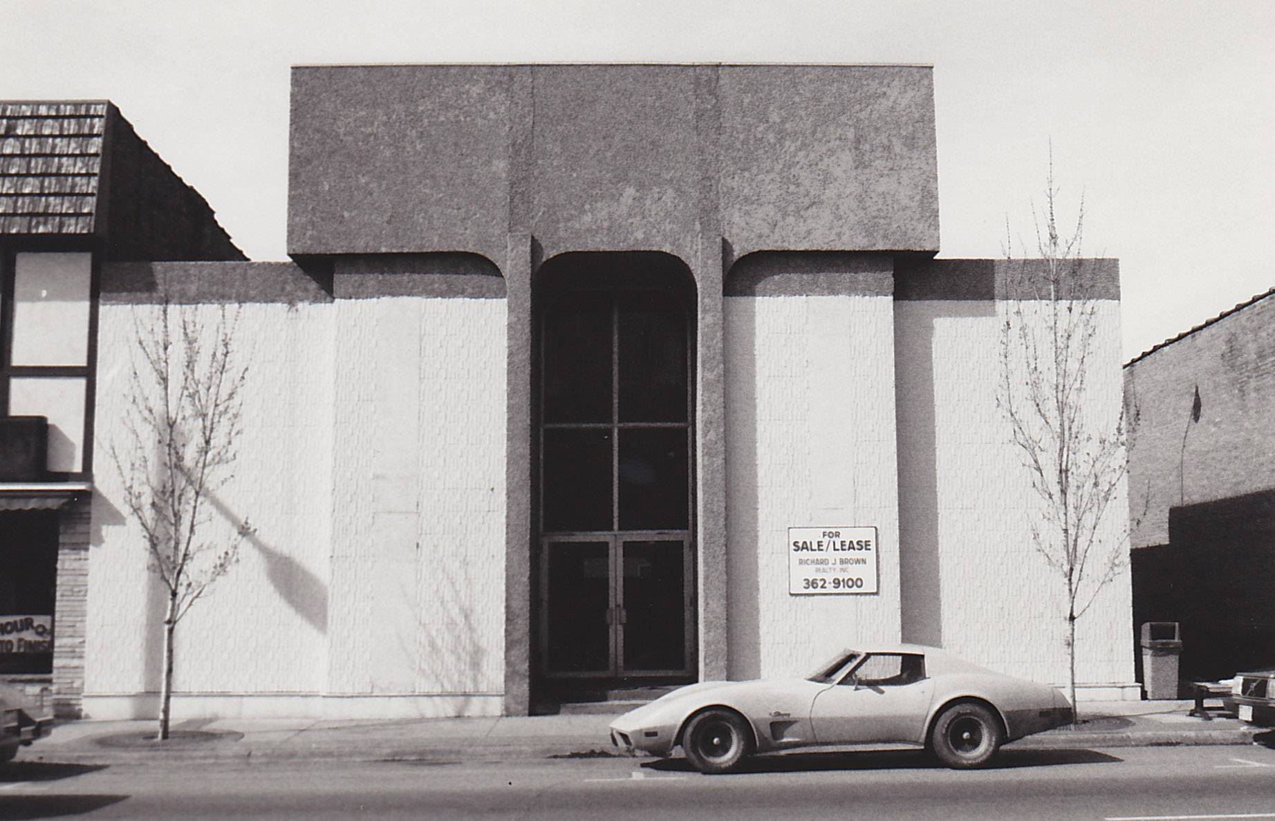 The facade of what is now the Libertyville Bank & Trust Co., in downtown Libertyville before a makeover in the 1980s.