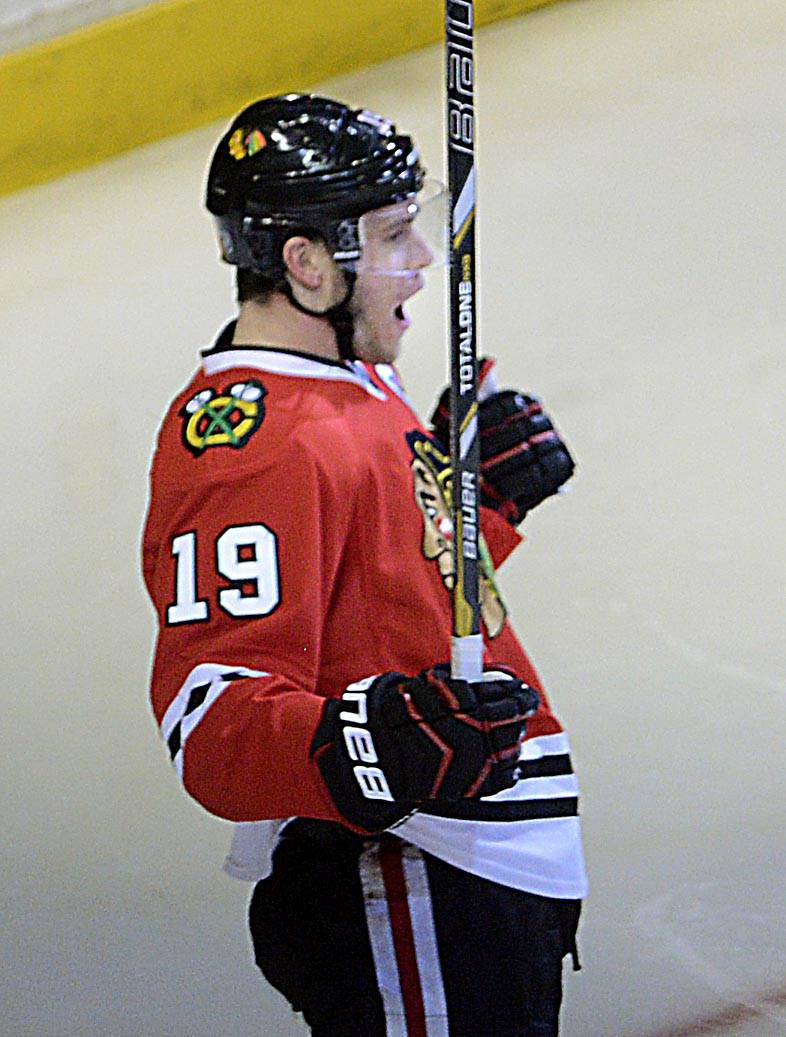 Chicago Blackhawks center Jonathan Toews celebrates his third-period goal against the St. Louis Blues.