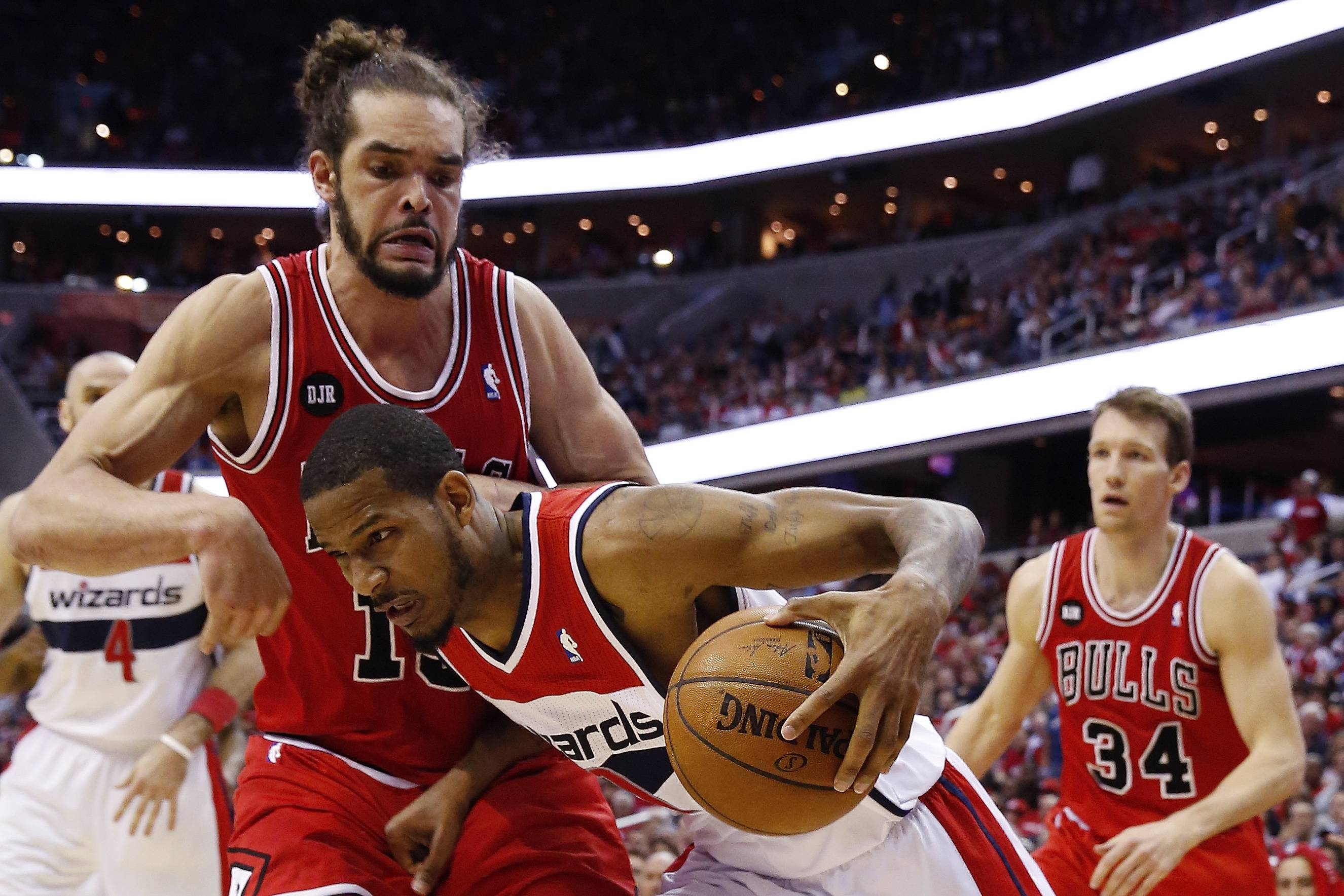 Washington Wizards forward Trevor Ariza drives past Chicago Bulls center Joakim Noah (13) and Chicago Bulls forward Mike Dunleavy (34) looks on during the second half.