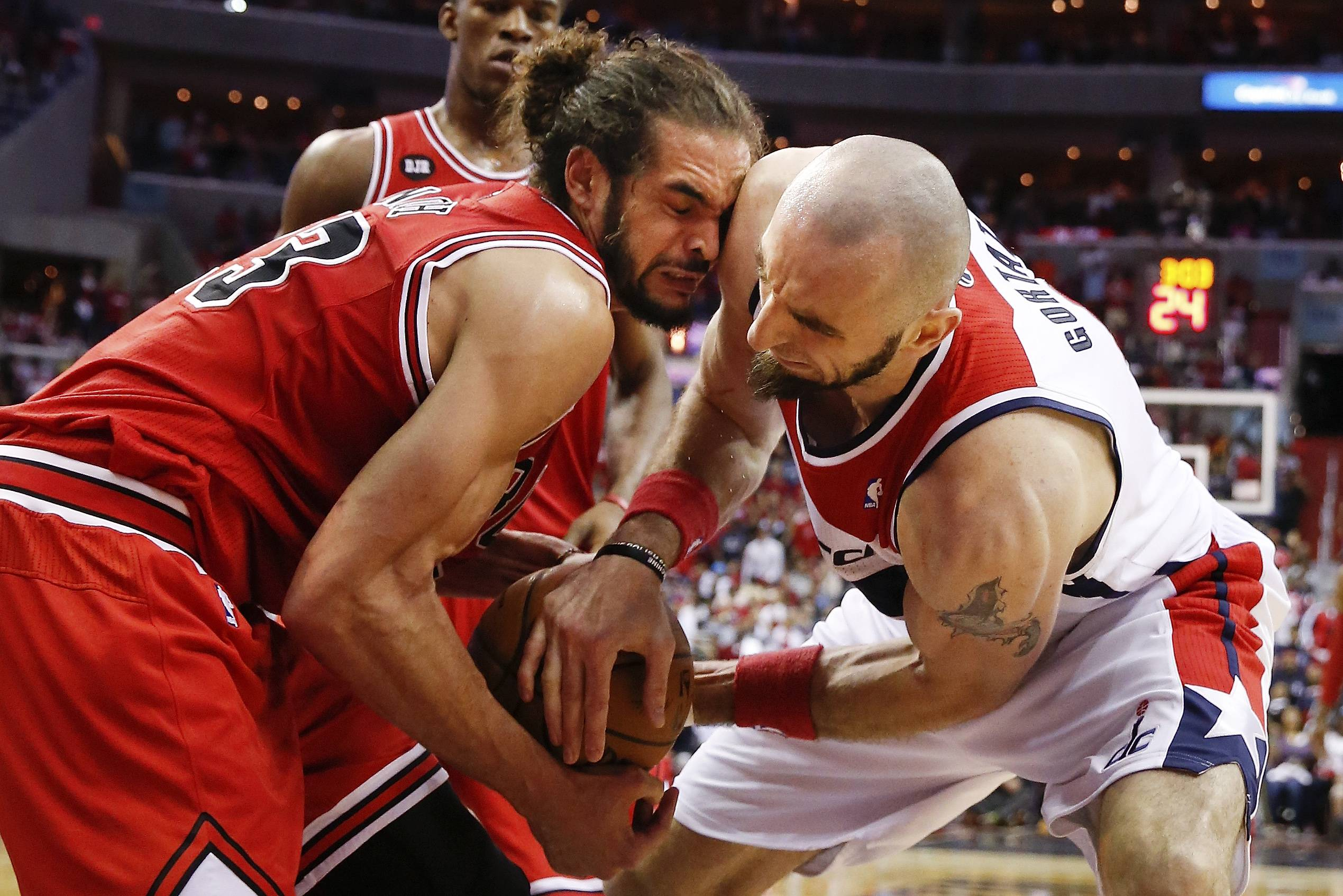Chicago Bulls center Joakim Noah, left, and Washington Wizards center Marcin Gortat, right, battle for control of the ball during the second half.