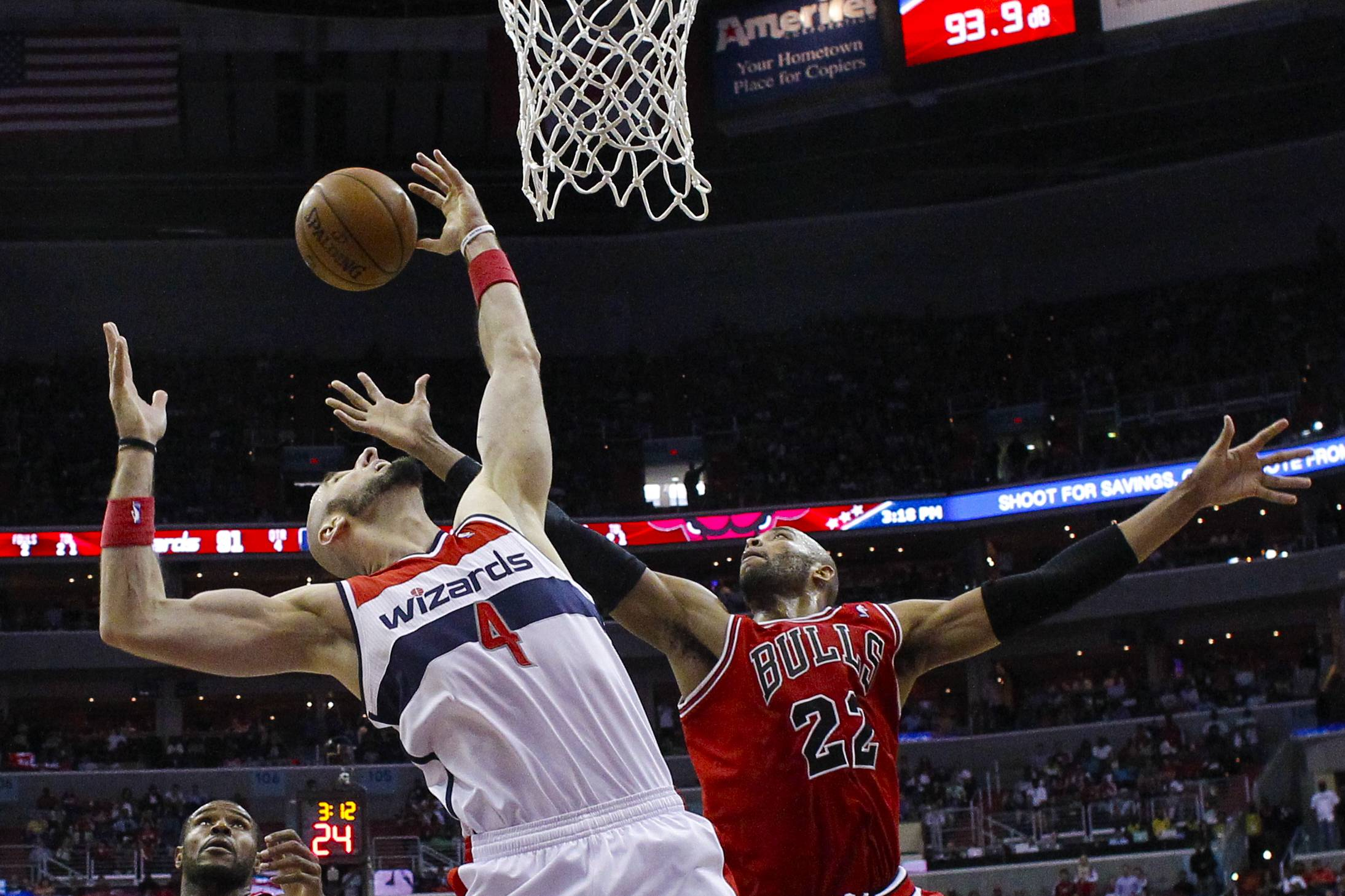 Chicago Bulls forward Taj Gibson (22) and Washington Wizards center Marcin Gortat (4) battle for control of the ball during the second half. The Wizards defeated the Bulls 98-89.