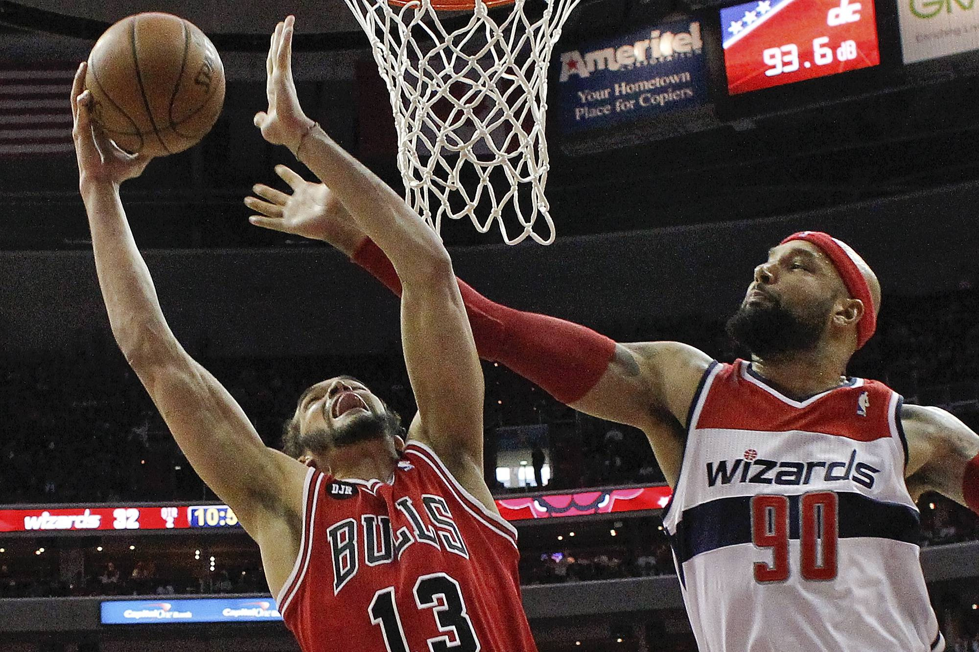 Chicago Bulls center Joakim Noah (13) shoots under pressure from Washington Wizards forward Drew Gooden (90) during the first half.