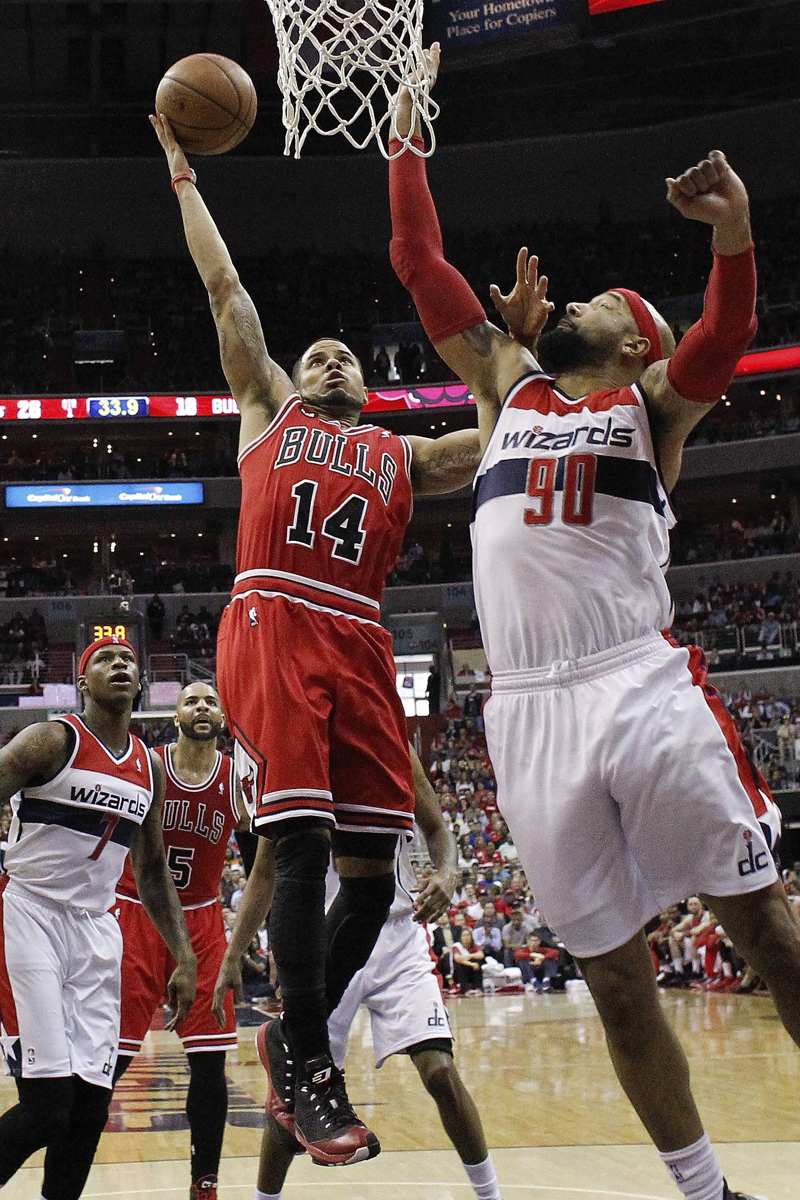Washington Wizards forward Drew Gooden (90) reaches to block a shot by Chicago Bulls guard D.J. Augustin (14) at the basket during the first half.