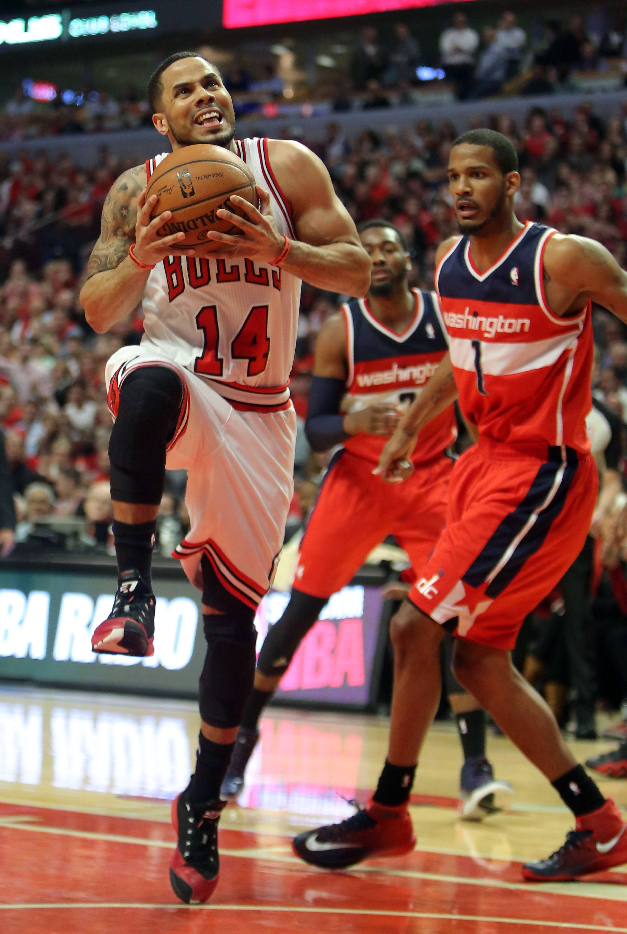 Chicago Bulls guard D.J. Augustin drives on Washington Wizards forward Trevor Ariza .