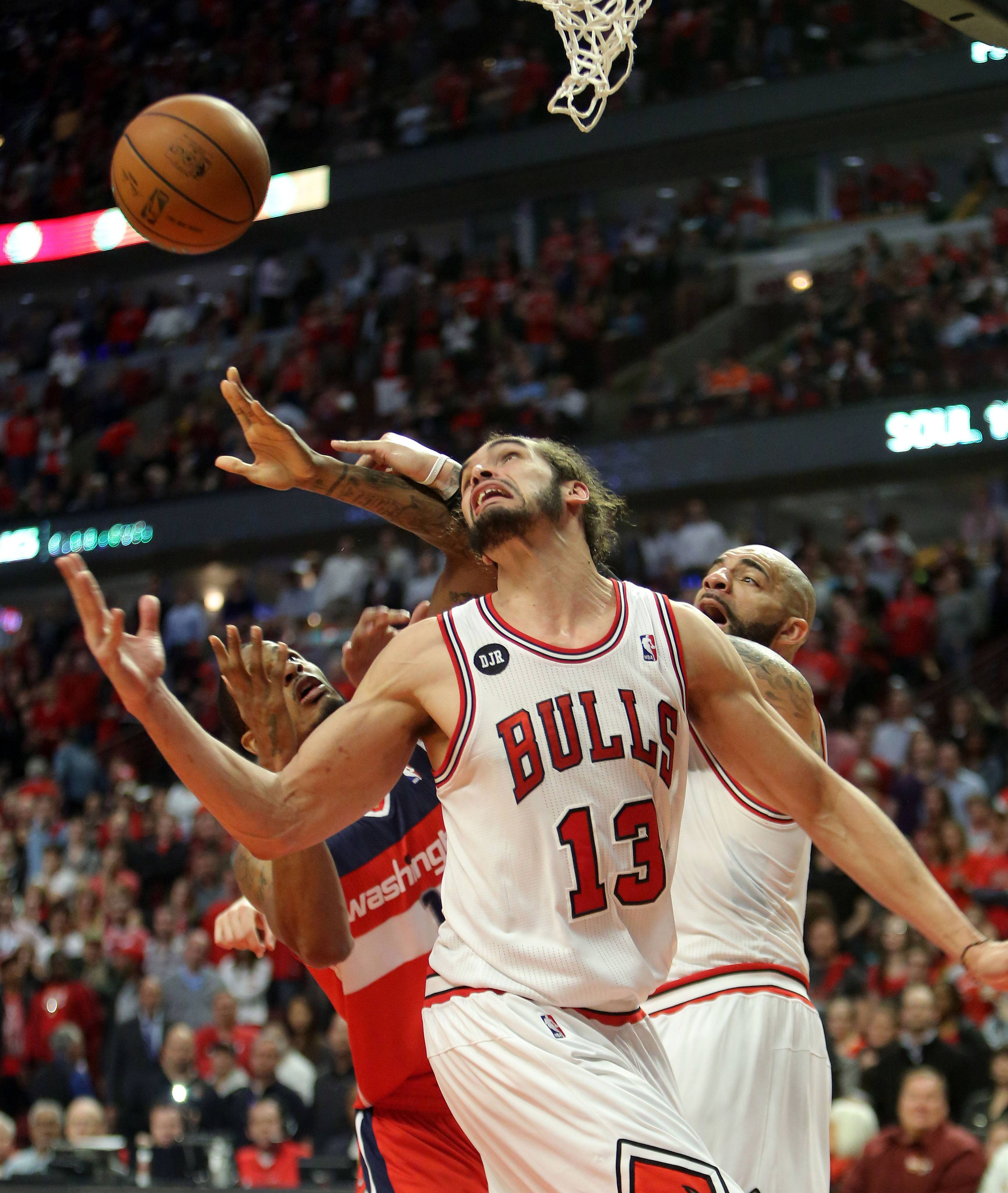Chicago Bulls center Joakim Noah looks for the ball.