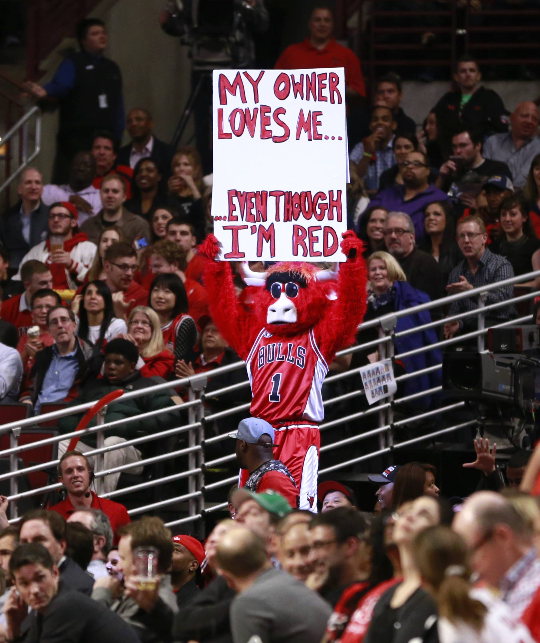 Bennie The Bull holds up a sign during the second half Tuesday at the United Center.