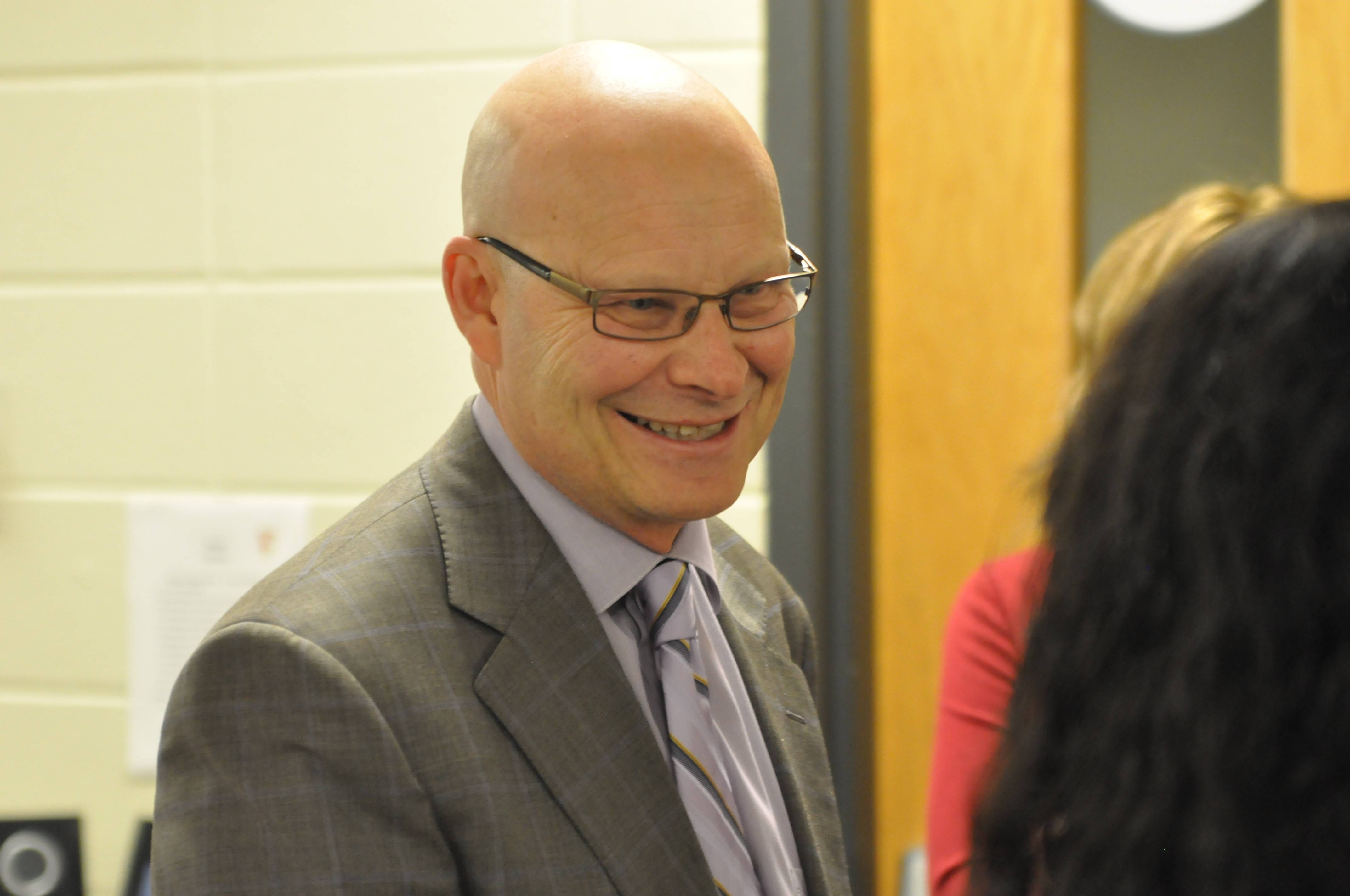 Superintendent Tom Leonard is leaving Barrington Area Unit District 220 to take a job in a suburb of Austin, Texas.