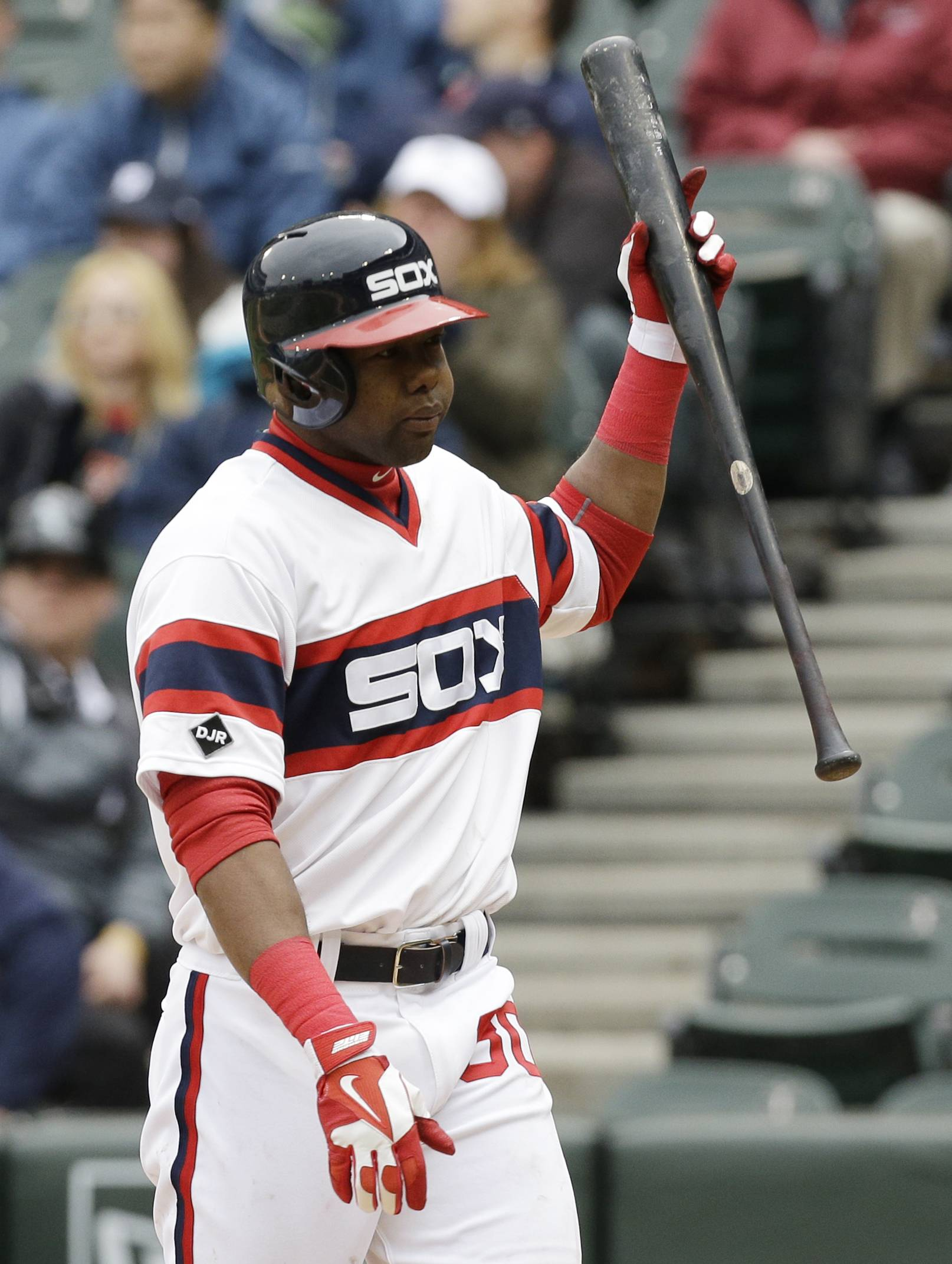 Chicago White Sox's Alejandro De Aza walks back to the dugout after striking out during the ninth inning of a baseball game against the Detroit Tigers in Chicago, Wednesday, April 30, 2014. The Tigers won 5-1.