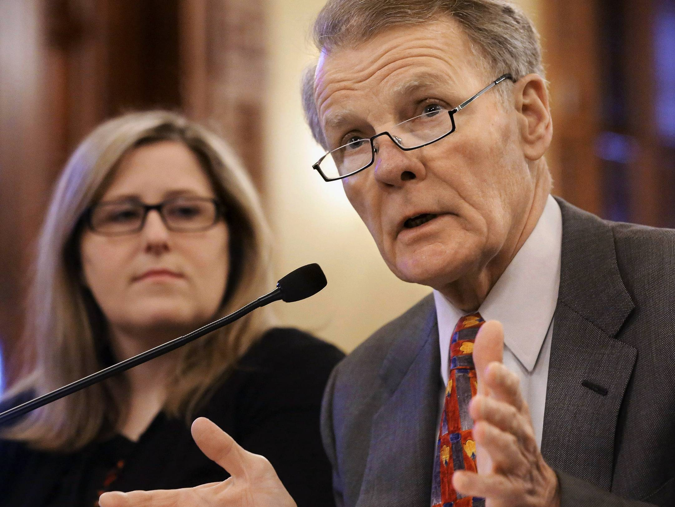 Illinois House Speaker Michael Madigan has criticized a proposed redistricting referendum as an attempt by Republicans grab power.