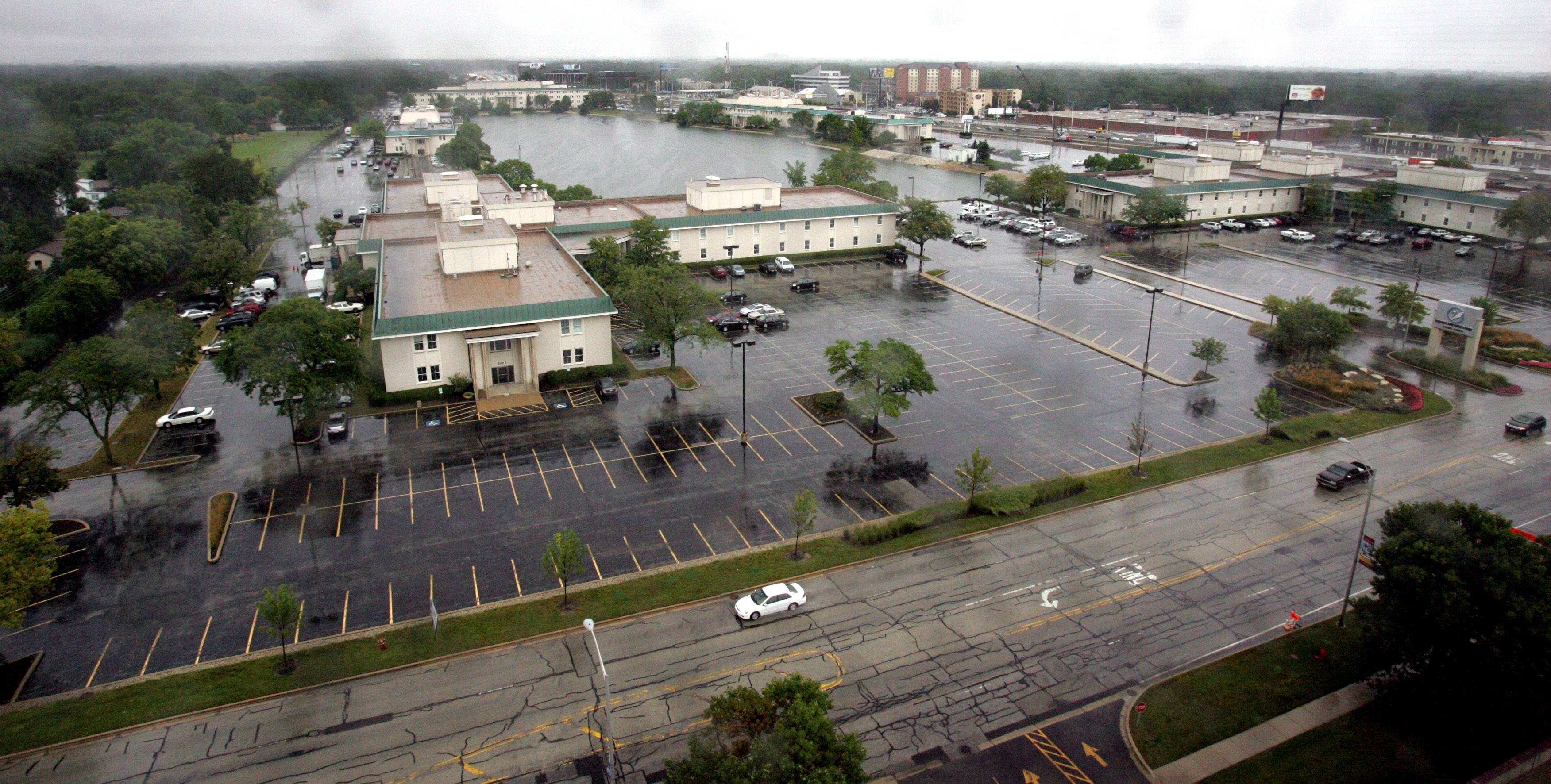 A 1990 agreement between O'Hare Lake Office Plaza and Des Plaines stipulated that the city could construct stormwater pipes into and out of Lake Peterson but also had to pay for any flood damages, should they occur