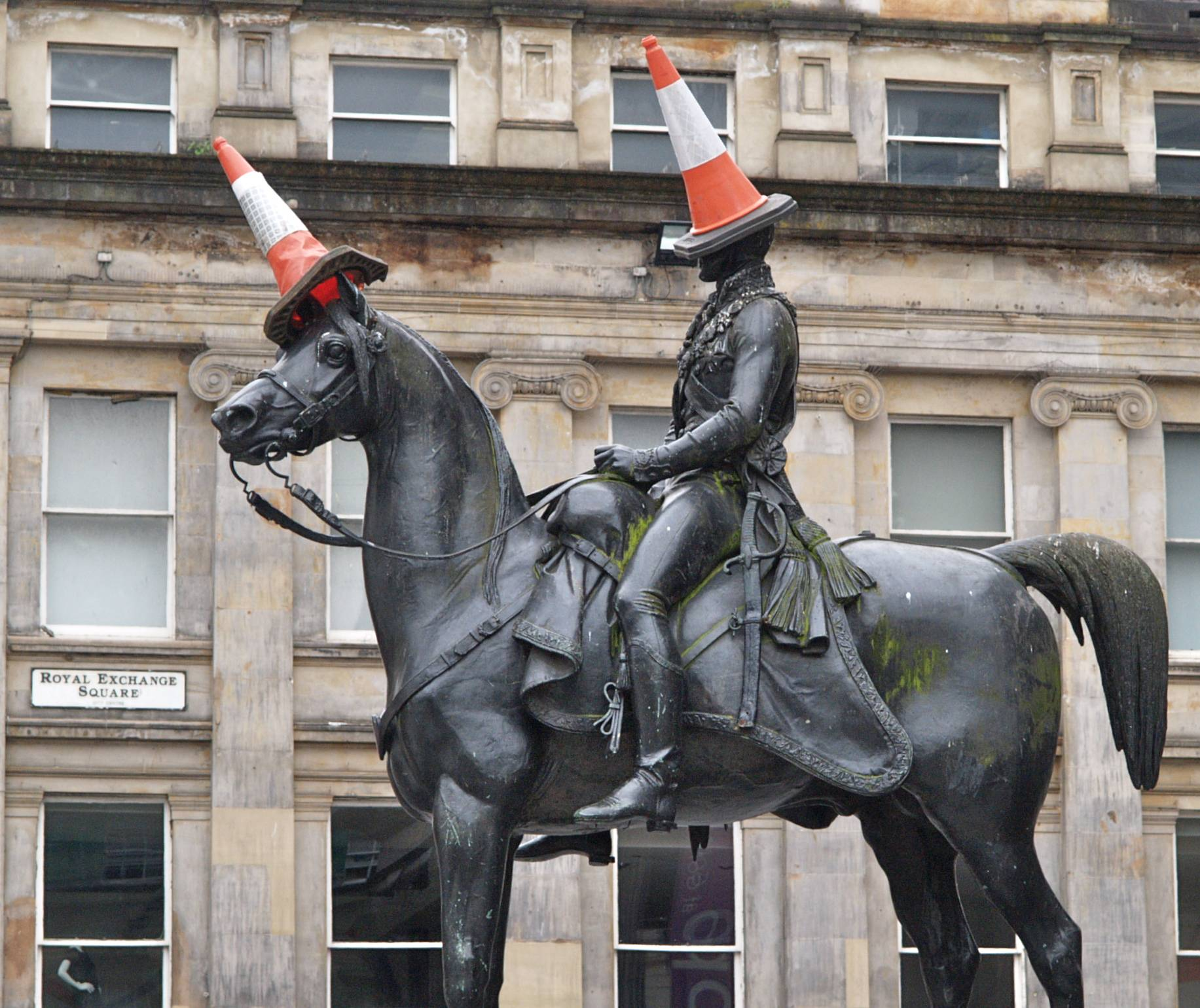 A statue of the Duke of Wellington is rarely seen without a traffic cone on its head. It started as a joke by students decades ago but is now an almost permanent symbol of local humor. Visiting the famous monument with its cones is one of a number of free things to see and do in Glasgow.