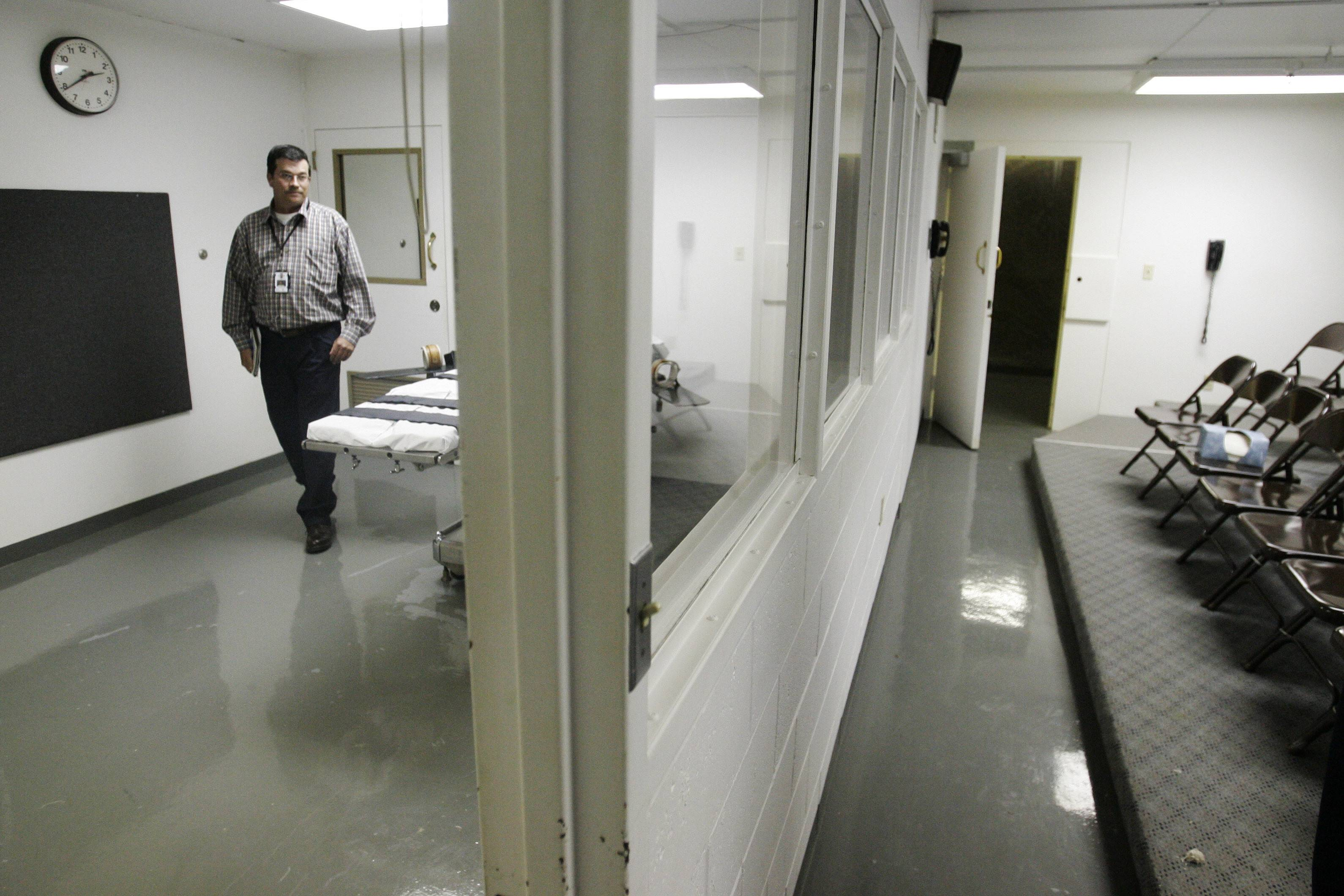 The Oklahoma State Penitentiary execution chambe. Oklahoma prison officials tried for 51 minutes to find a vein in a death row inmate's arms and feet before inserting an IV through the man's groin ahead of a botched execution this week, the state's prisons chief said Thursday in a report urging more oversight of executions.