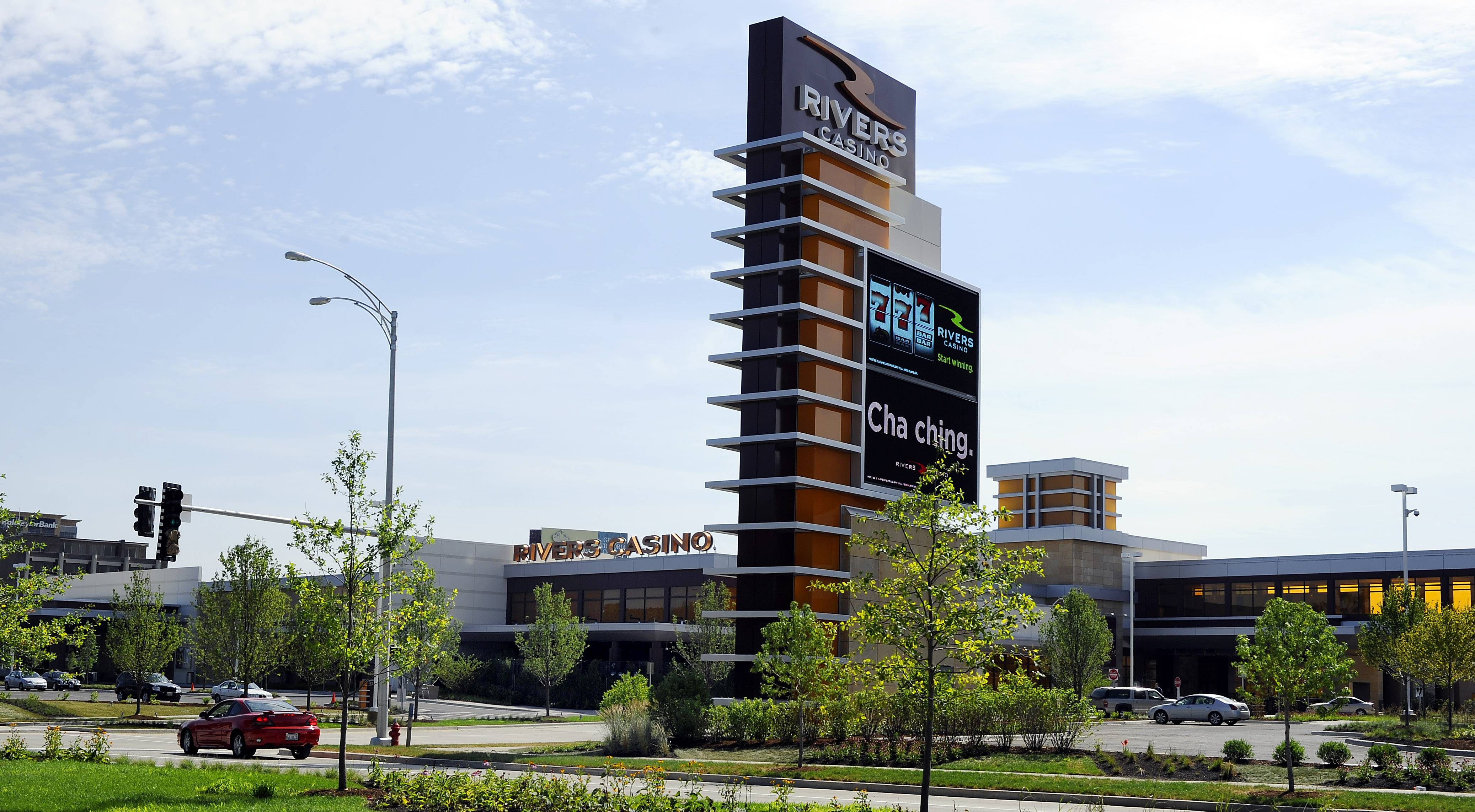 Officials at Rivers Casino in Des Plaines must post an employee notice saying that workers won't be threatened if they seek to join a union, according to terms of settlement reached late last month resolving unfair labor practice complaints against casino management.