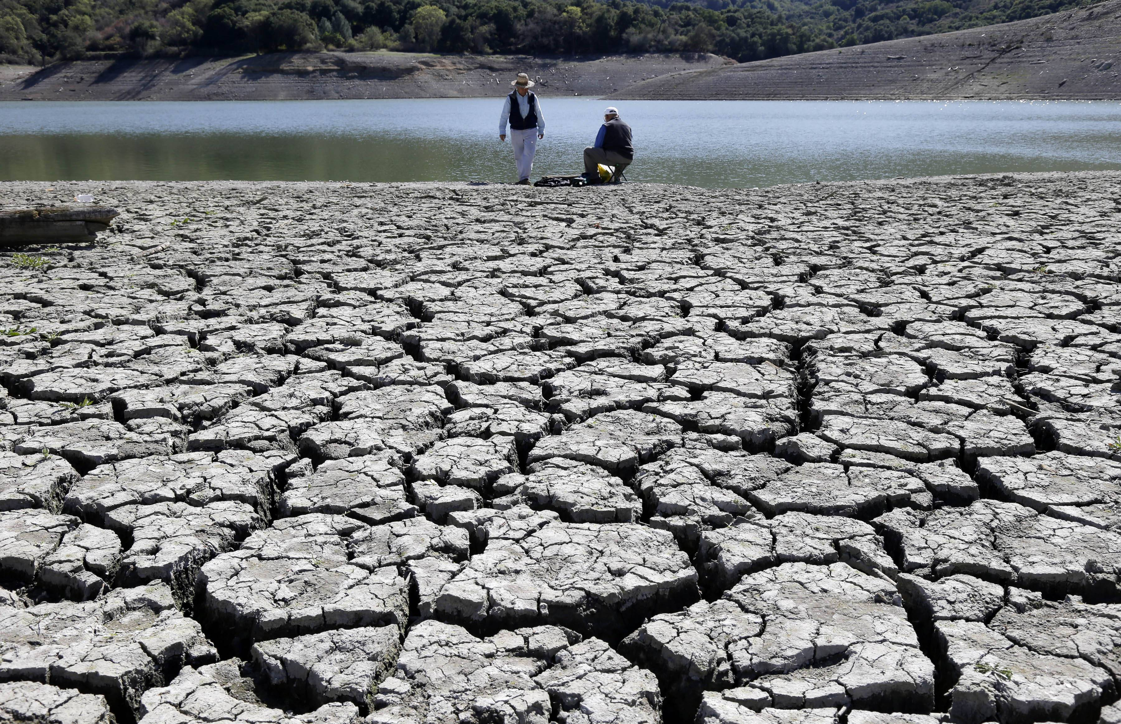 Cracks in the dry bed of the Stevens Creek Reservoir in Cupertino, Calif. The Obama administration is more certain than ever that global warming is changing Americans' daily lives and will worsen -- conclusions that scientists detail in a massive federal report released Tuesday.