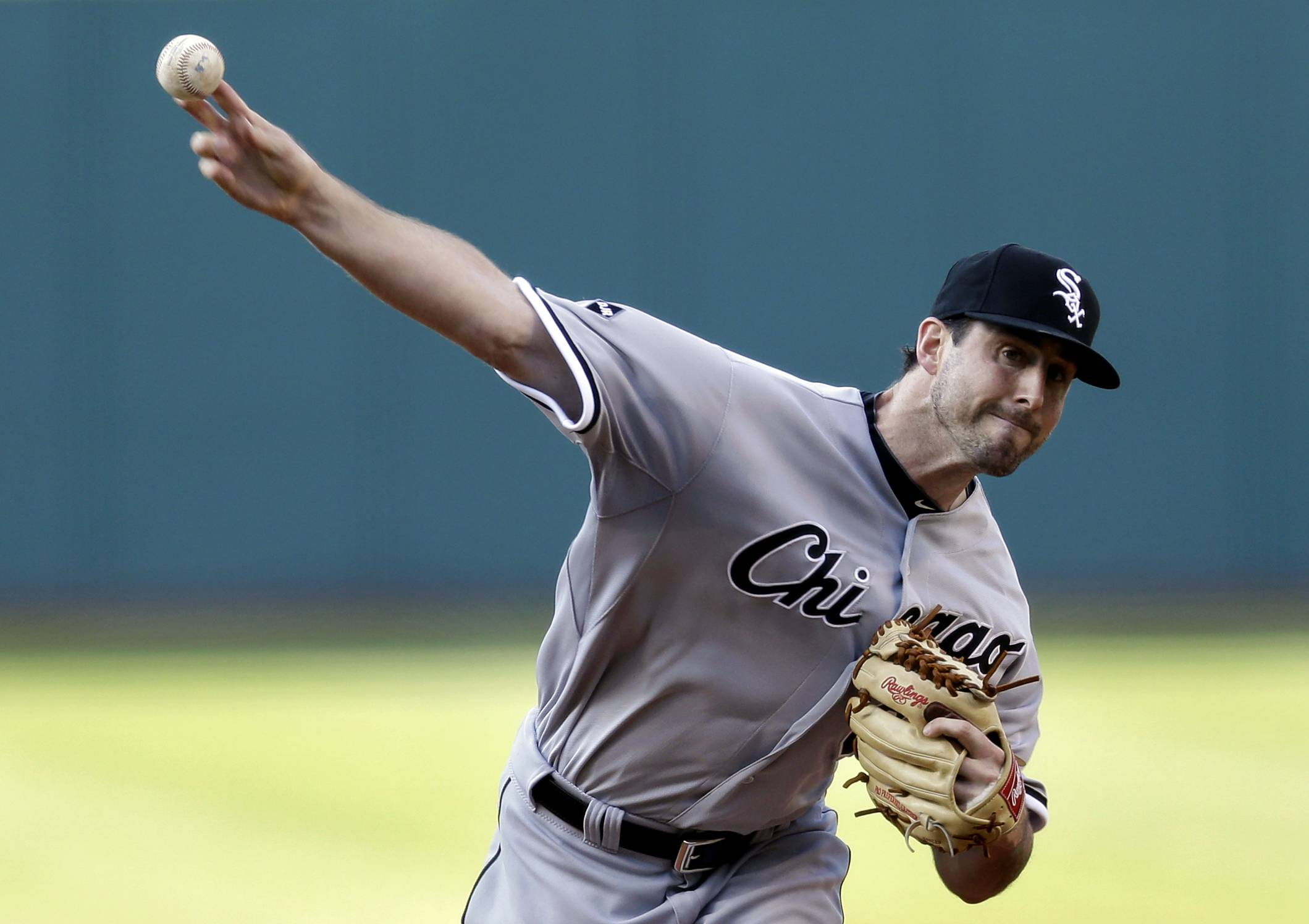 Chicago White Sox starting pitcher Scott Carroll delivers in the first inning of a baseball game against the Cleveland Indians, Saturday, May 3, 2014, in Cleveland. (AP Photo/Tony Dejak)
